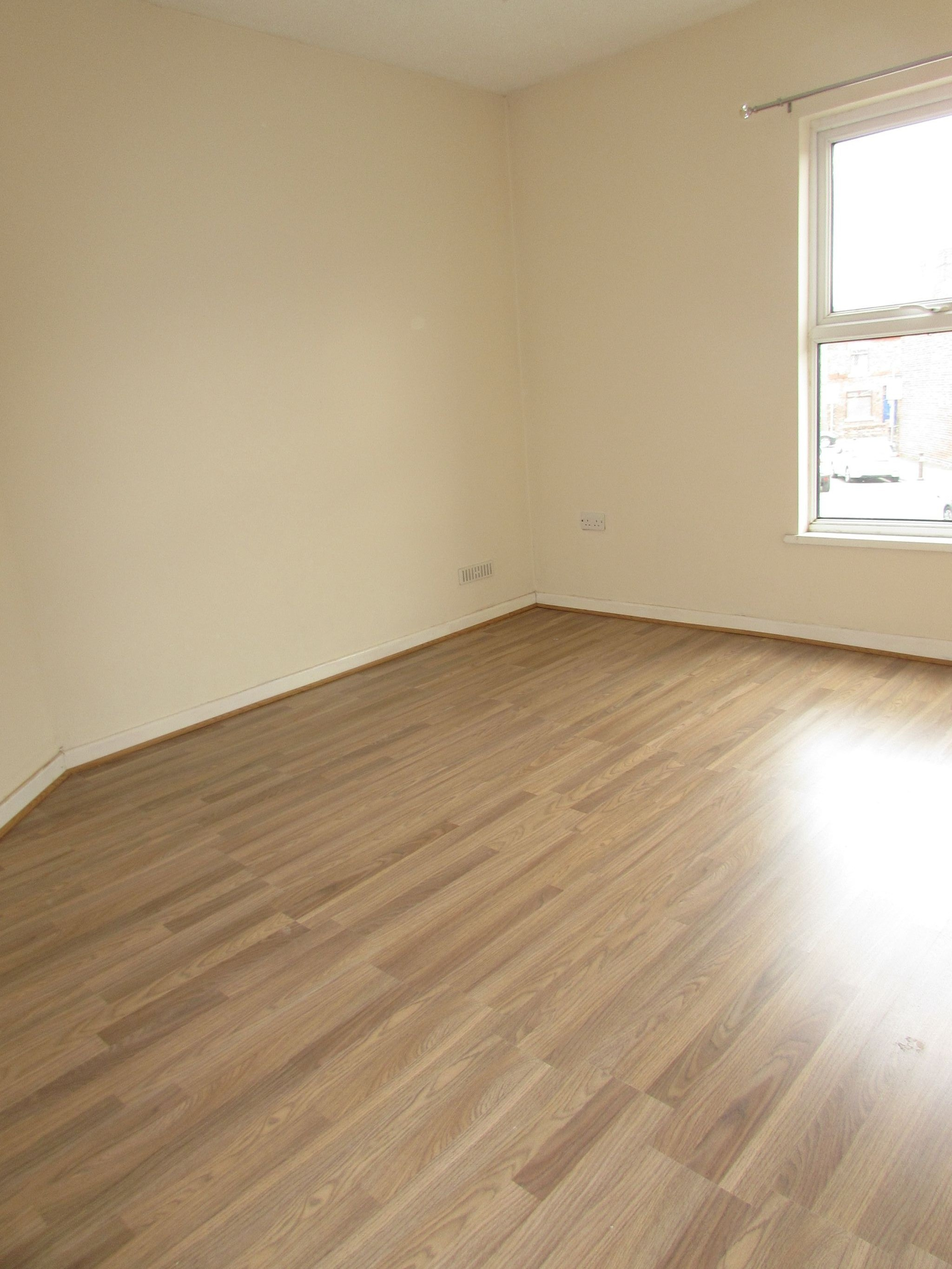 3 Bedroom Mid Terraced House To Rent - Photograph 13