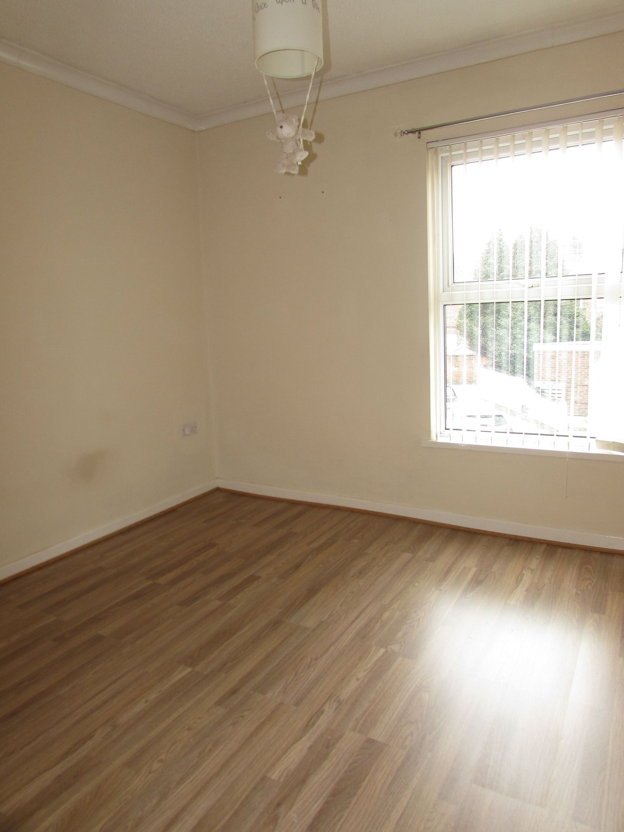 3 Bedroom Mid Terraced House To Rent - Photograph 12