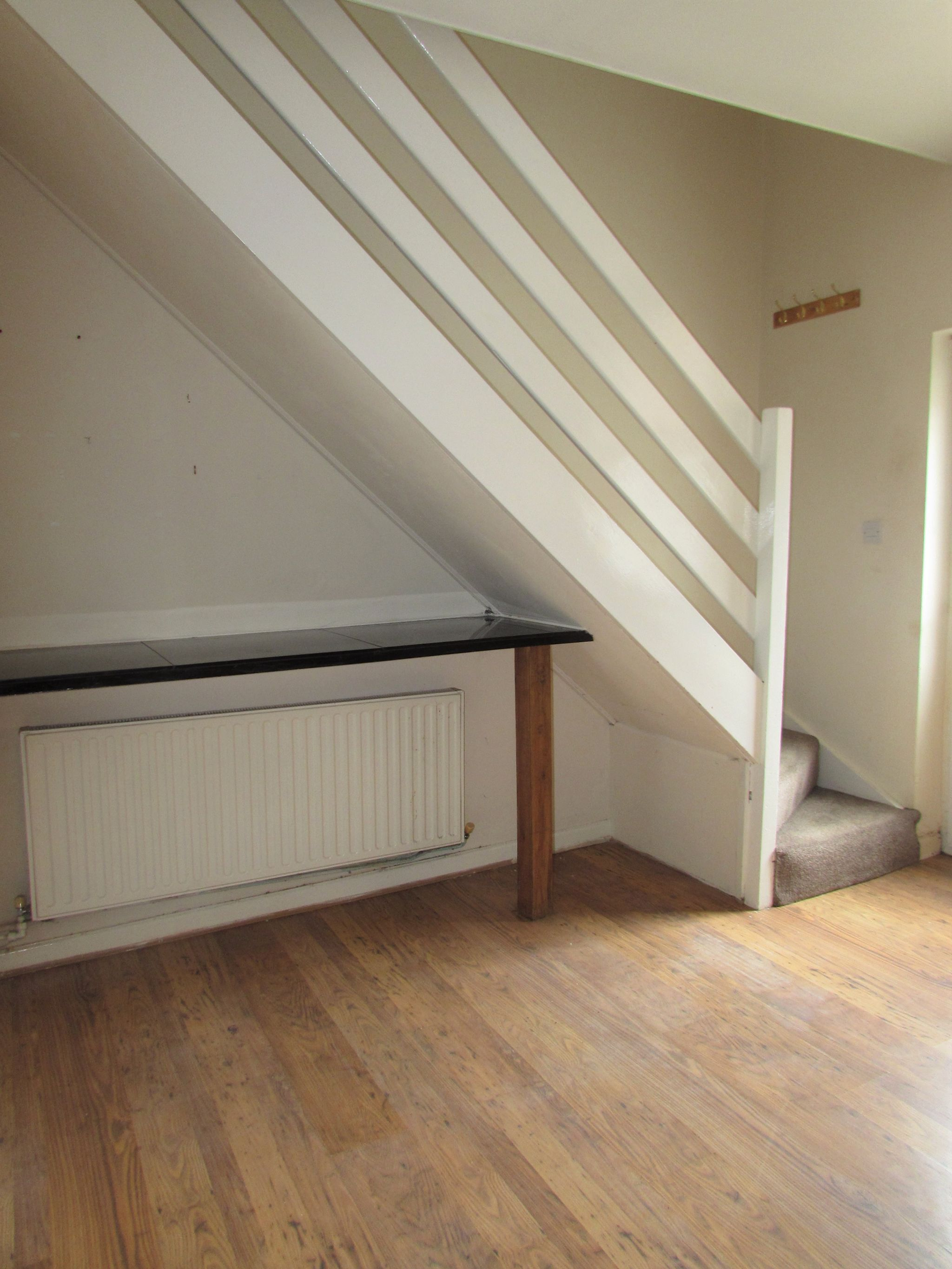 3 Bedroom Mid Terraced House To Rent - Photograph 8