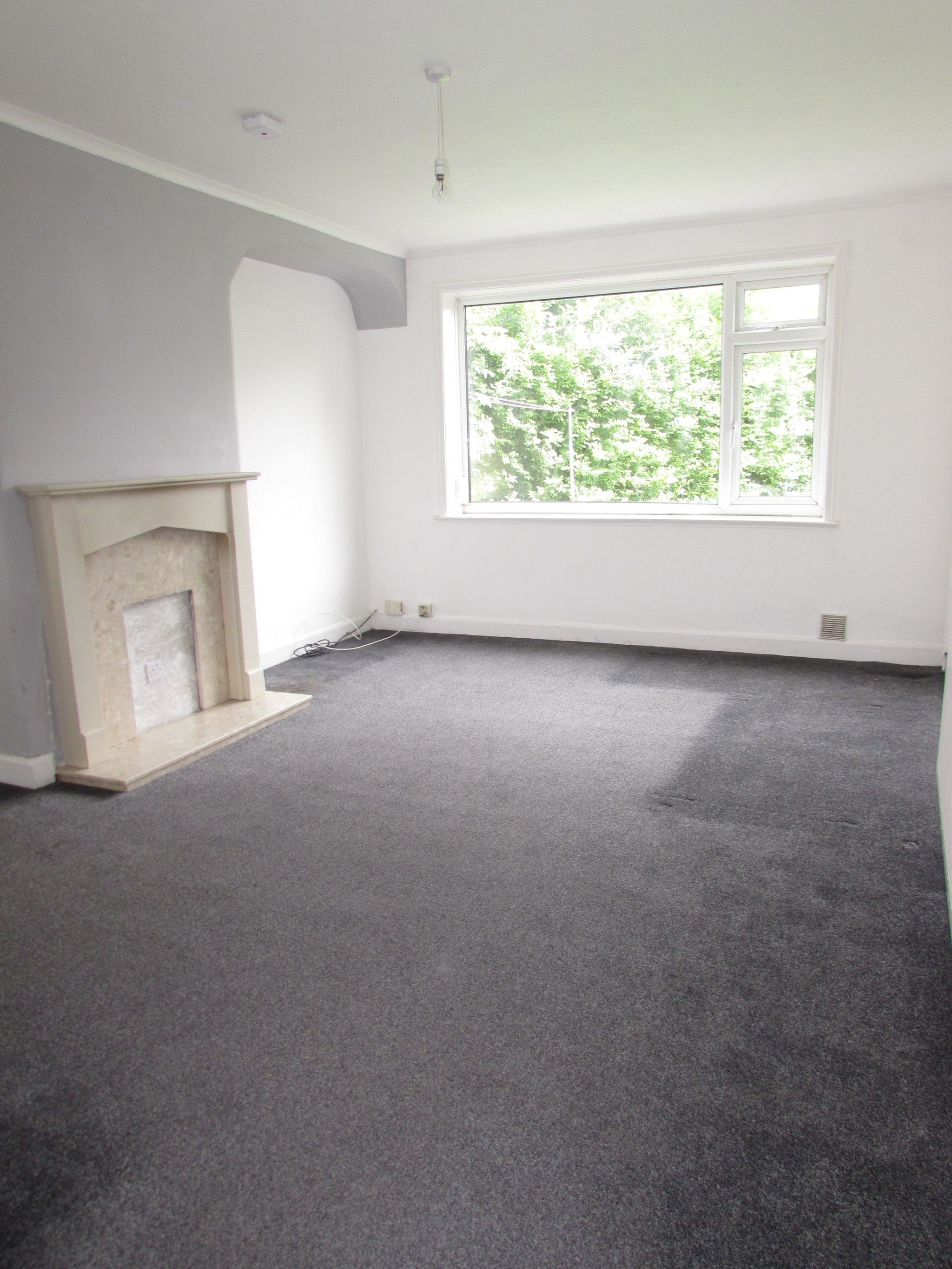 3 Bedroom Semi-detached House To Rent - Lounge