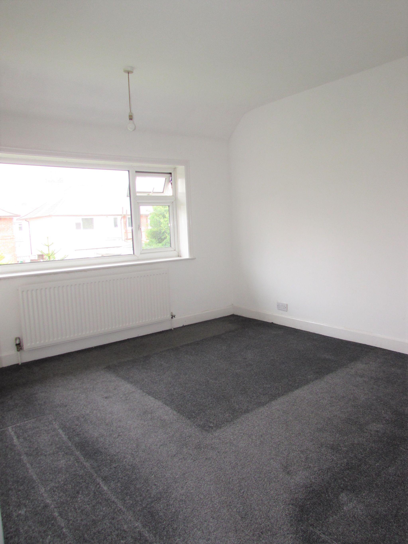 3 Bedroom Semi-detached House To Rent - Bedroom 1