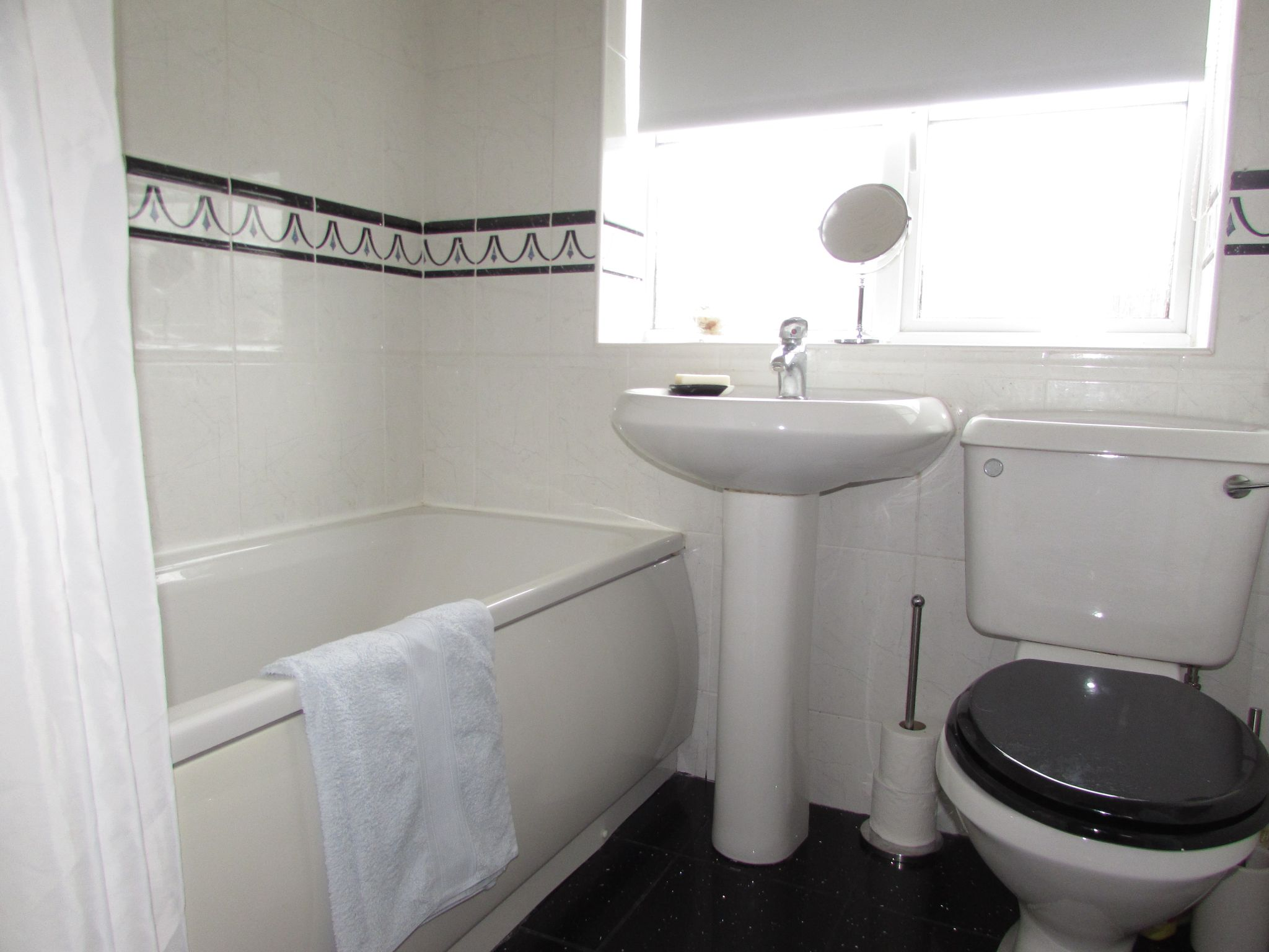 3 Bedroom Semi-detached House For Sale - Photograph 24