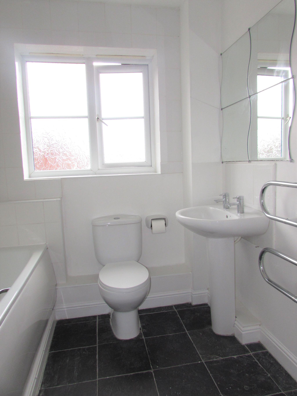 2 Bedroom Flat Flat/apartment To Rent - Bathroom