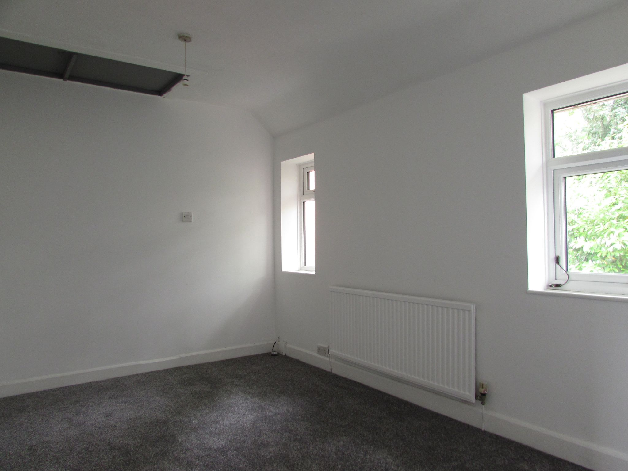 3 Bedroom Mid Terraced House For Sale - REAR BEDROOM