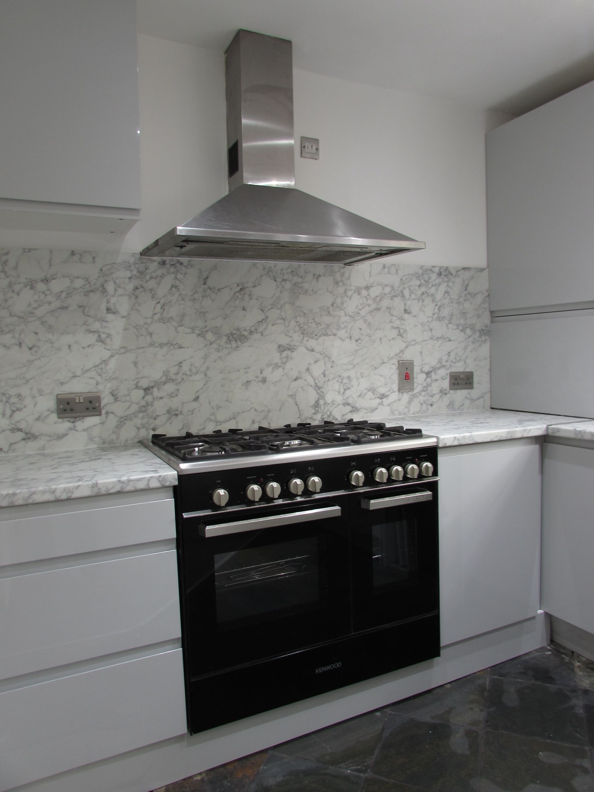 3 Bedroom Mid Terraced House For Sale - HOB AND OVEN