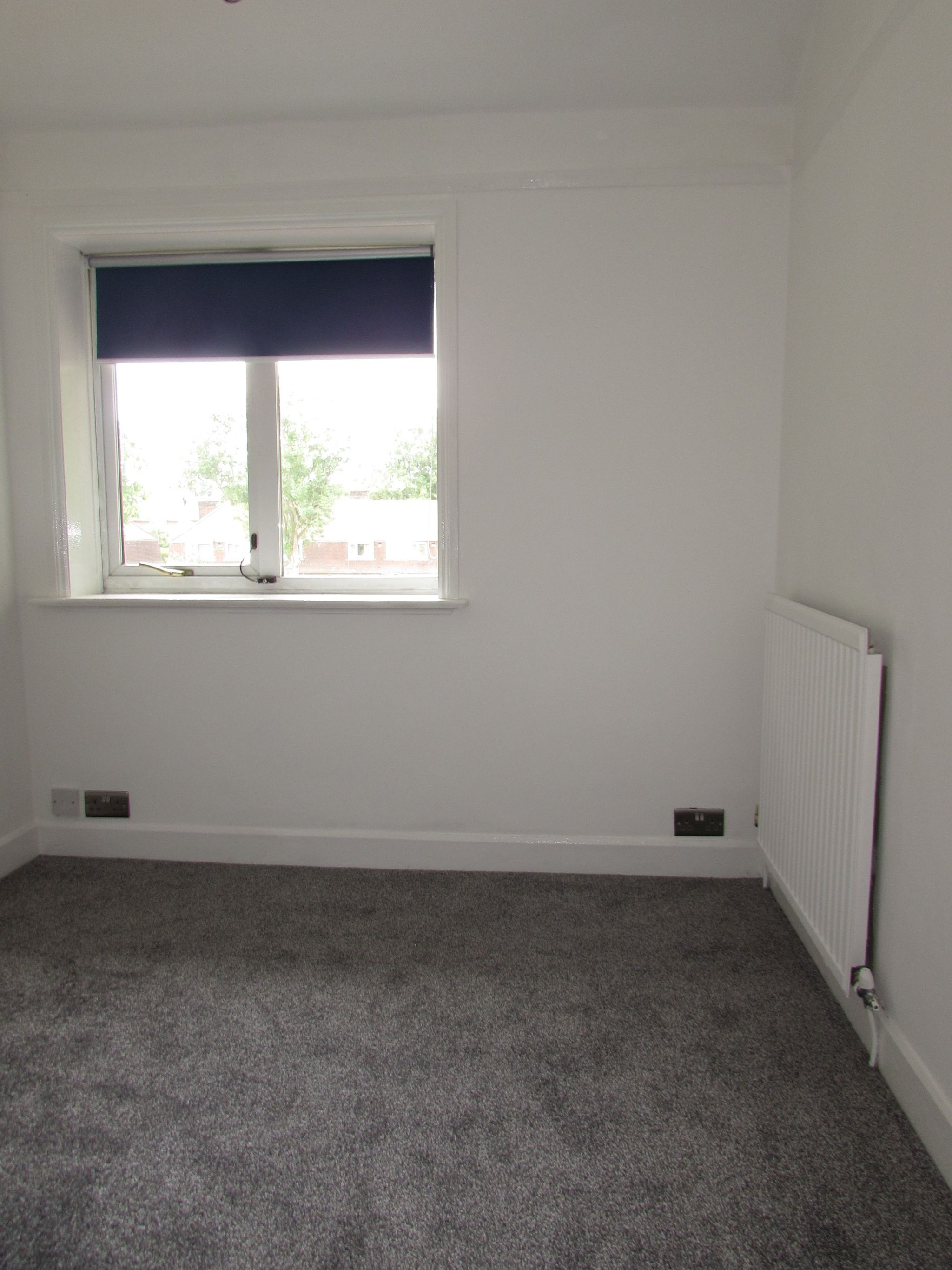 3 Bedroom Mid Terraced House For Sale - SMALL FRONT BEDROOM