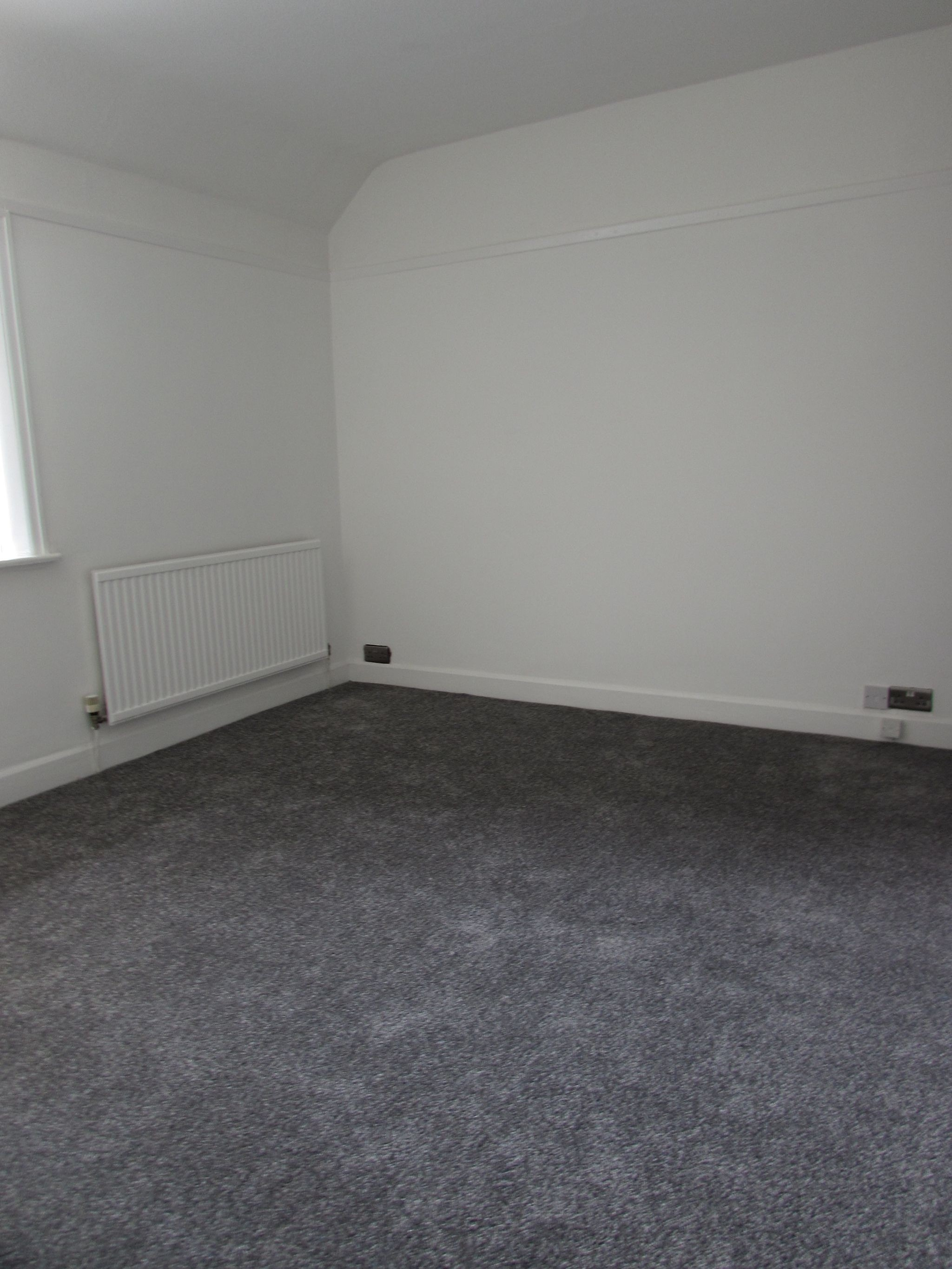 3 Bedroom Mid Terraced House For Sale - FRONT BEDROOM