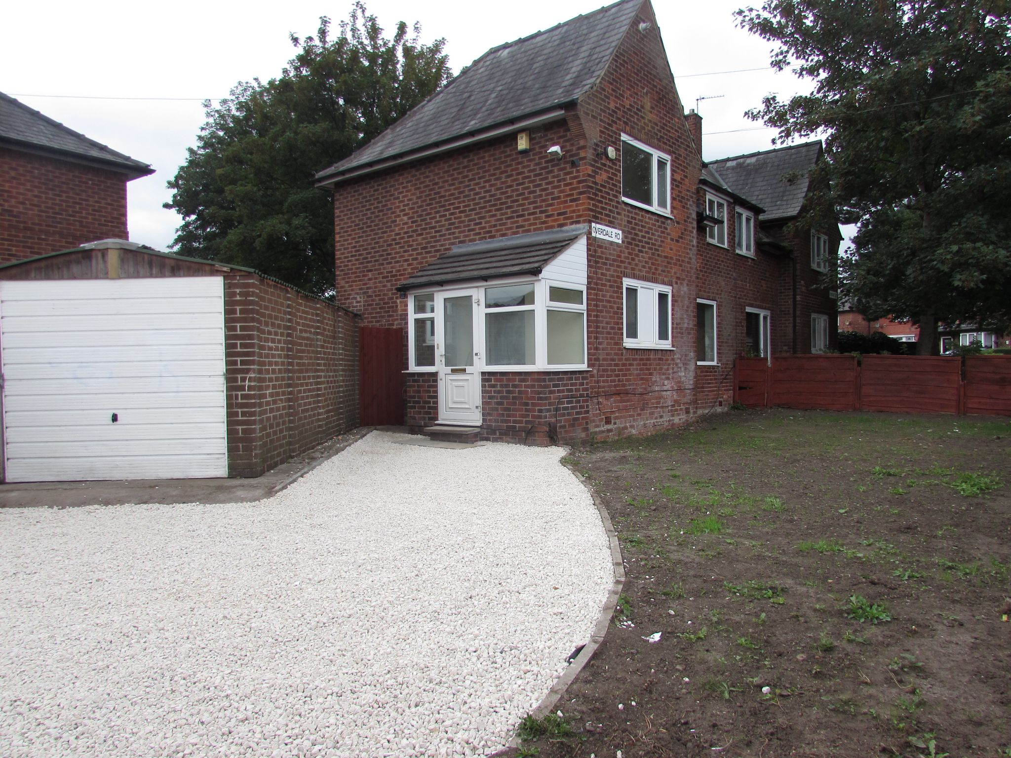 3 Bedroom Semi-detached House For Sale - Photograph 20
