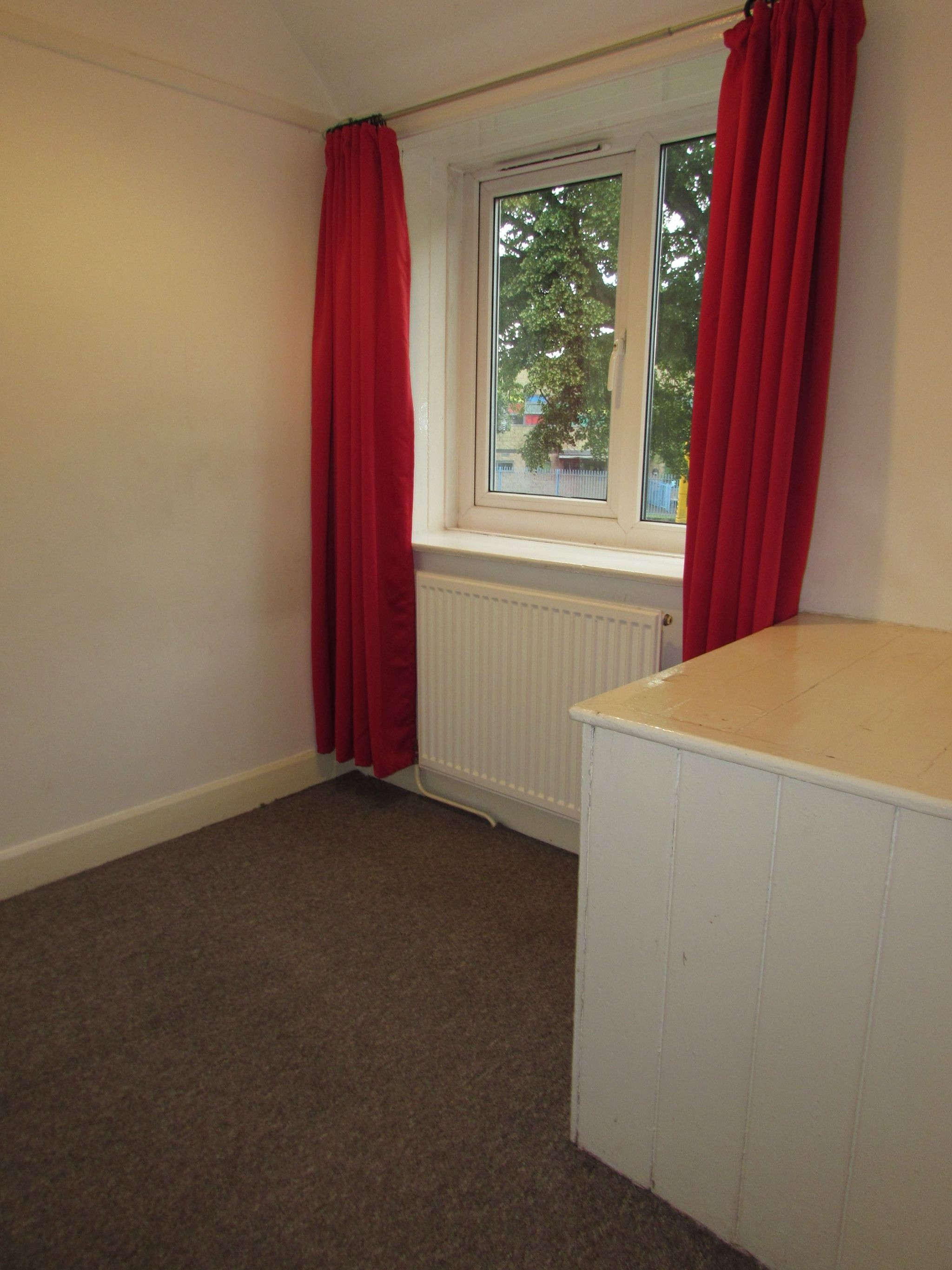 3 Bedroom Semi-detached House To Rent - Photograph 6