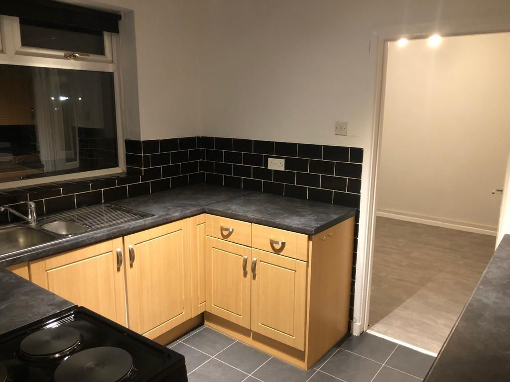 3 Bedroom End Terraced House To Rent - Photograph 8