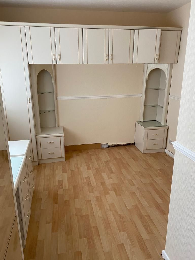 3 Bedroom End Terraced House To Rent - Photograph 11
