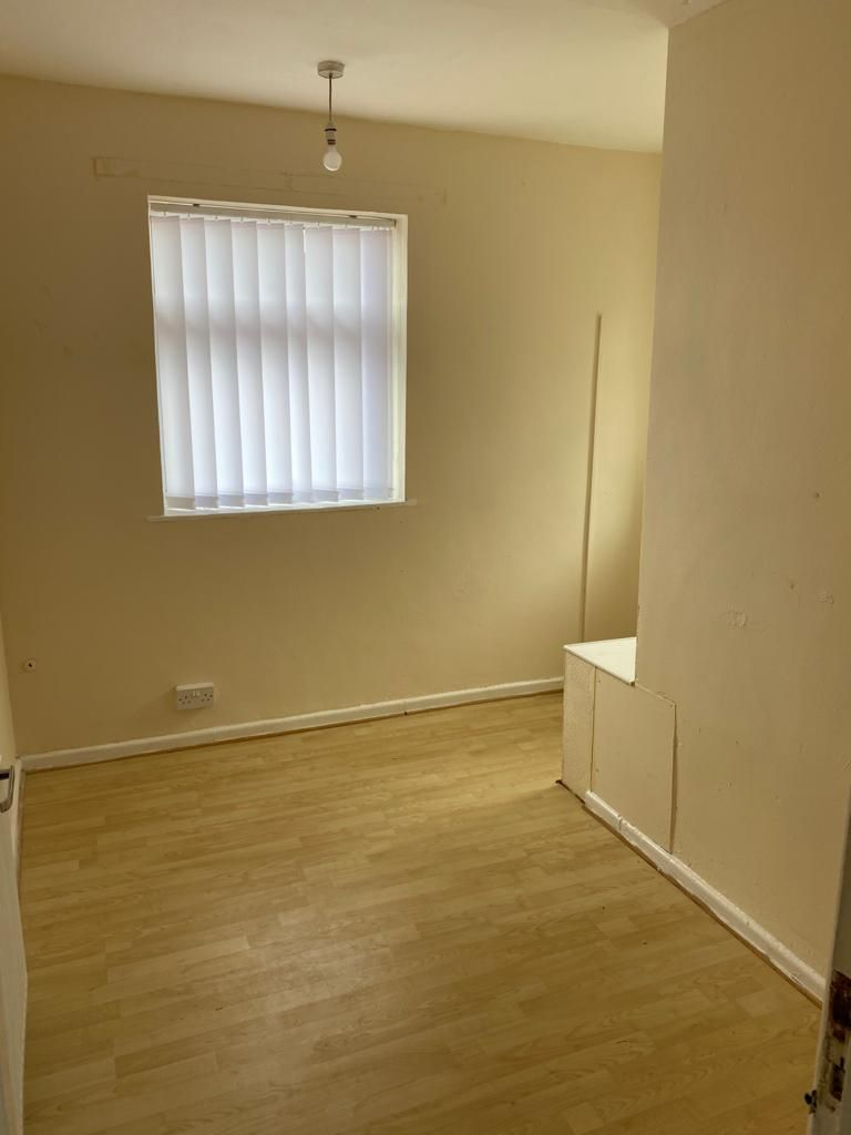 3 Bedroom End Terraced House To Rent - Photograph 13