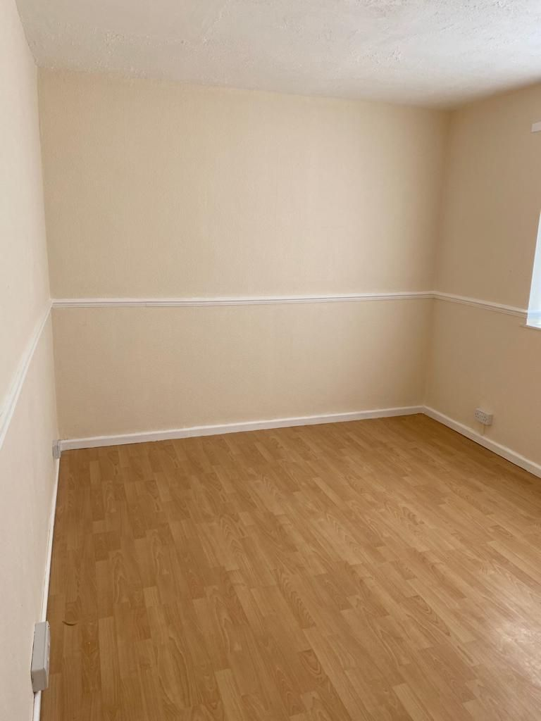 3 Bedroom End Terraced House To Rent - Photograph 12