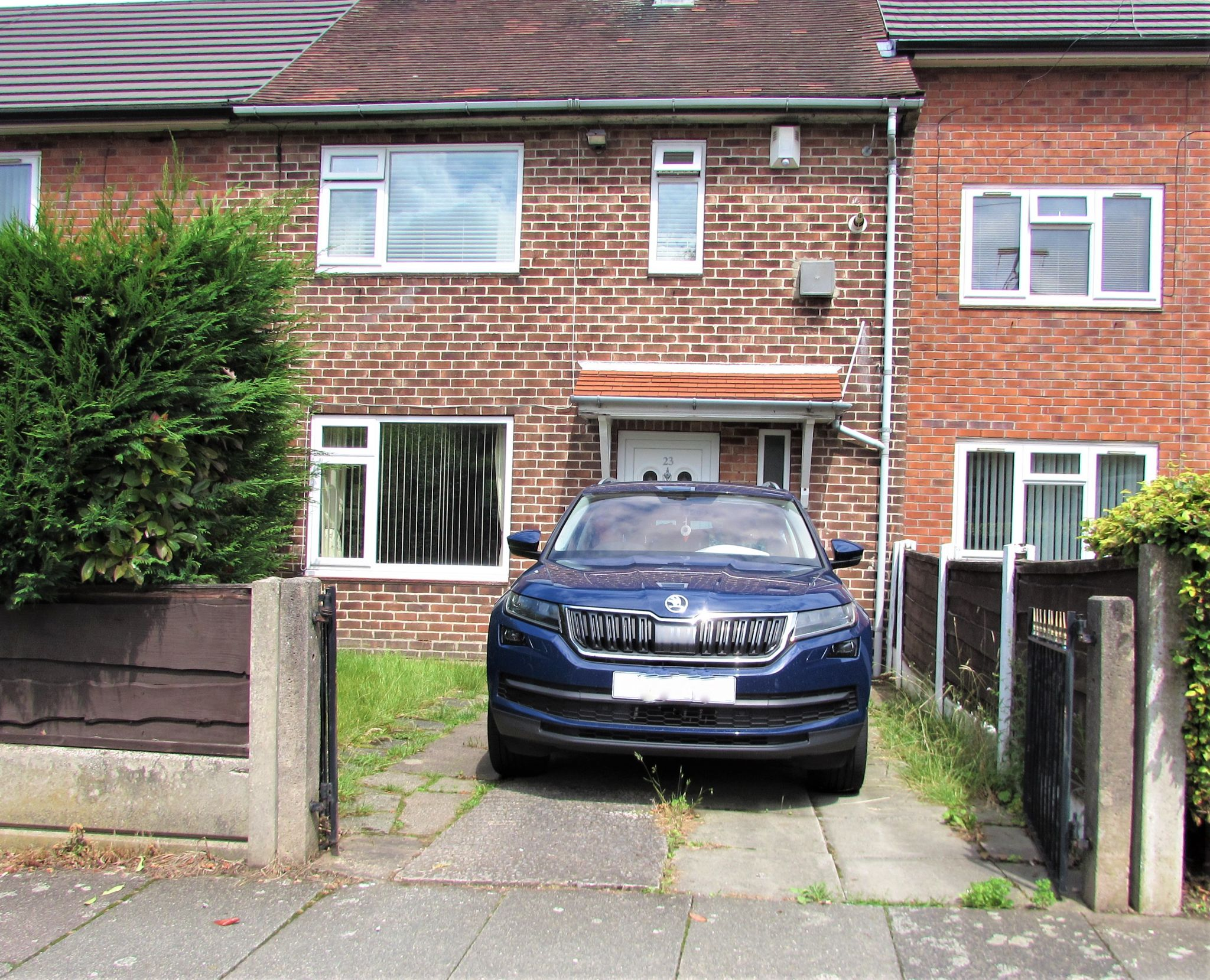 3 Bedroom Mid Terraced House For Sale - Frontage