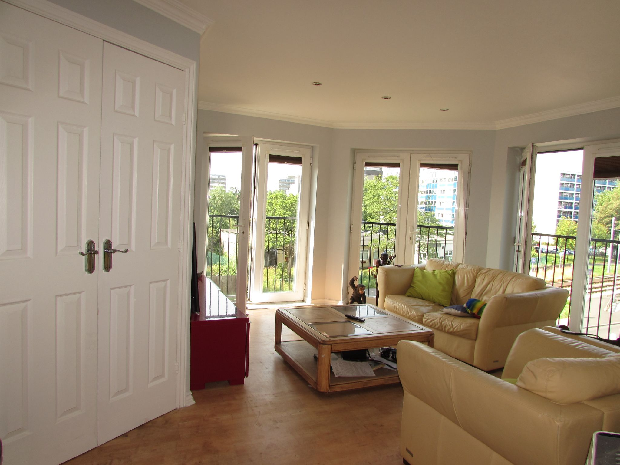 2 Bedroom Penthouse Flat/apartment For Sale - Photograph 3