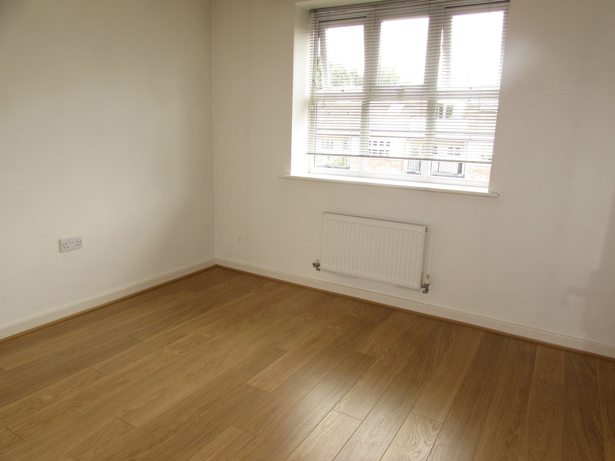 2 Bedroom Apartment Flat/apartment For Sale - Photograph 12
