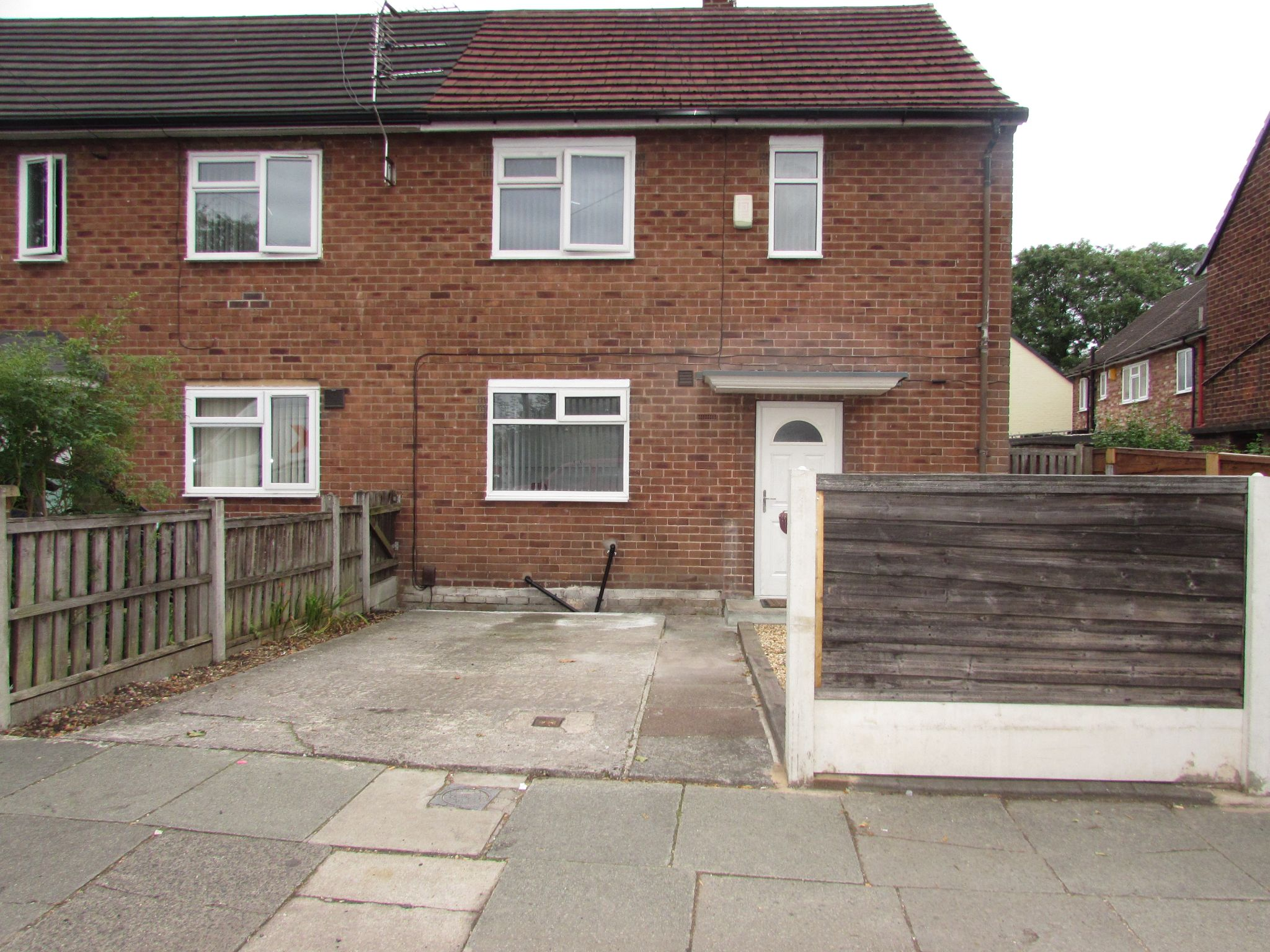 2 Bedroom End Terraced House To Rent - Photograph 1
