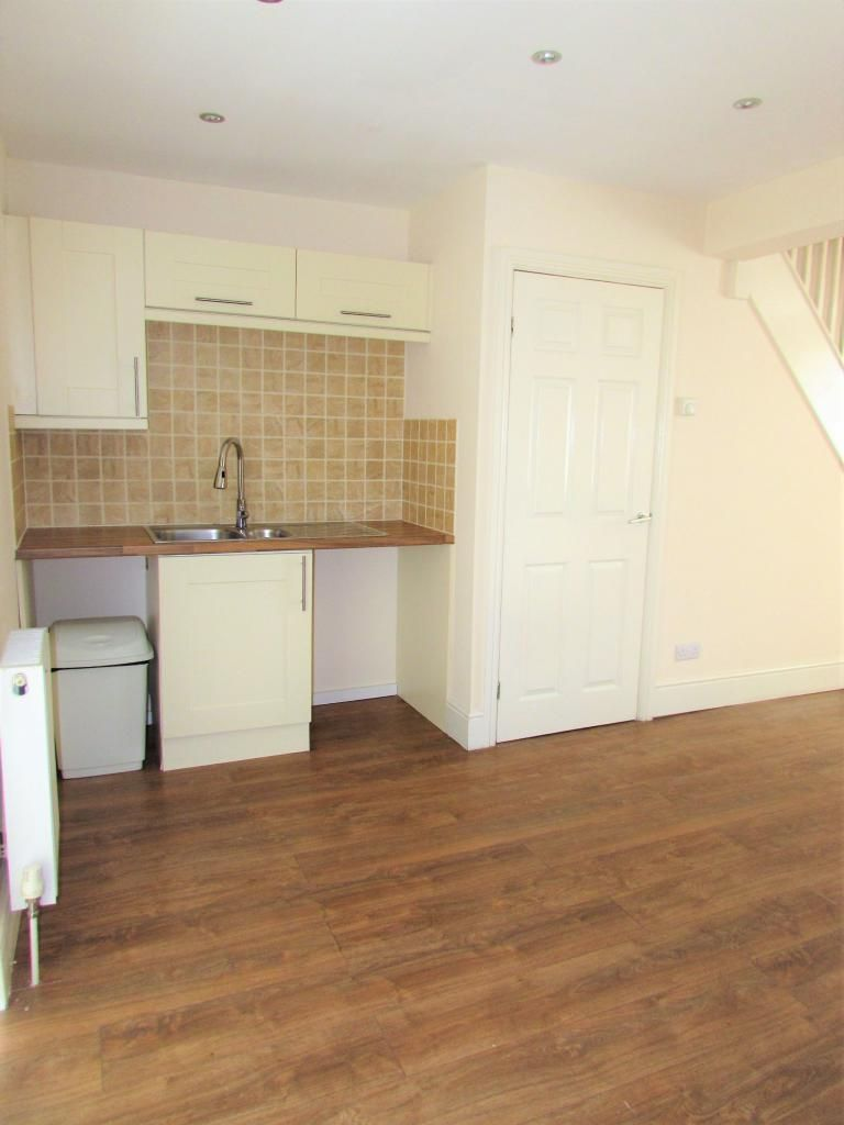 2 Bedroom Cottage House To Rent - Photograph 7