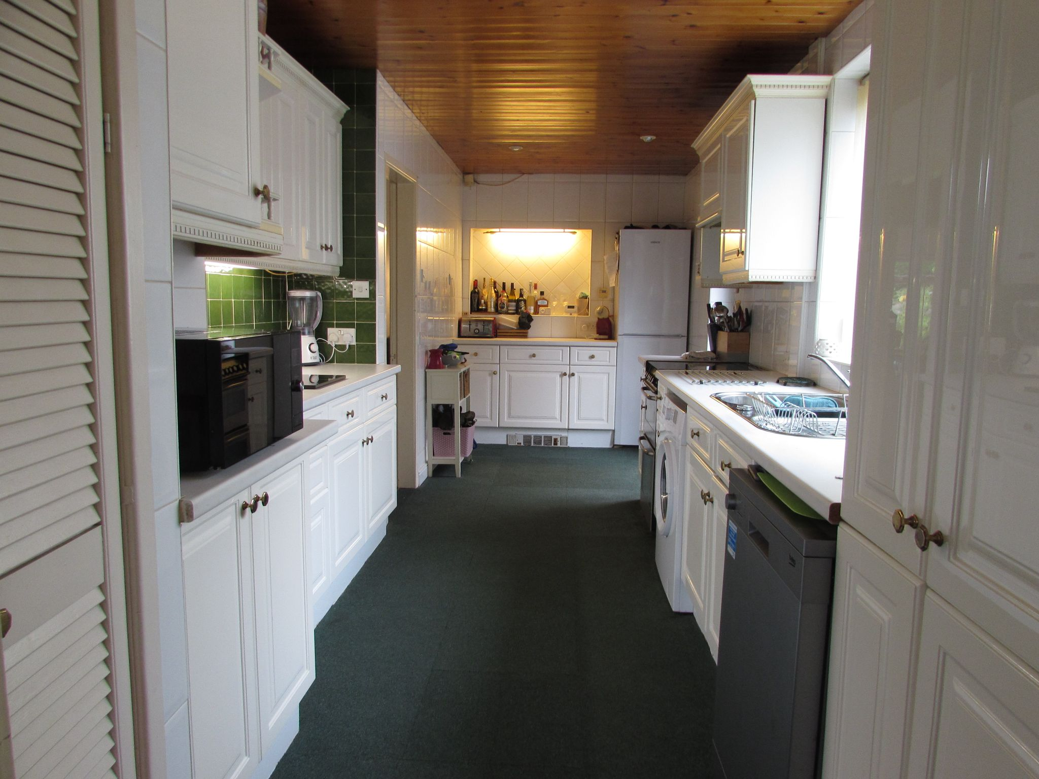 5 Bedroom Semi-detached House For Sale - Photograph 20