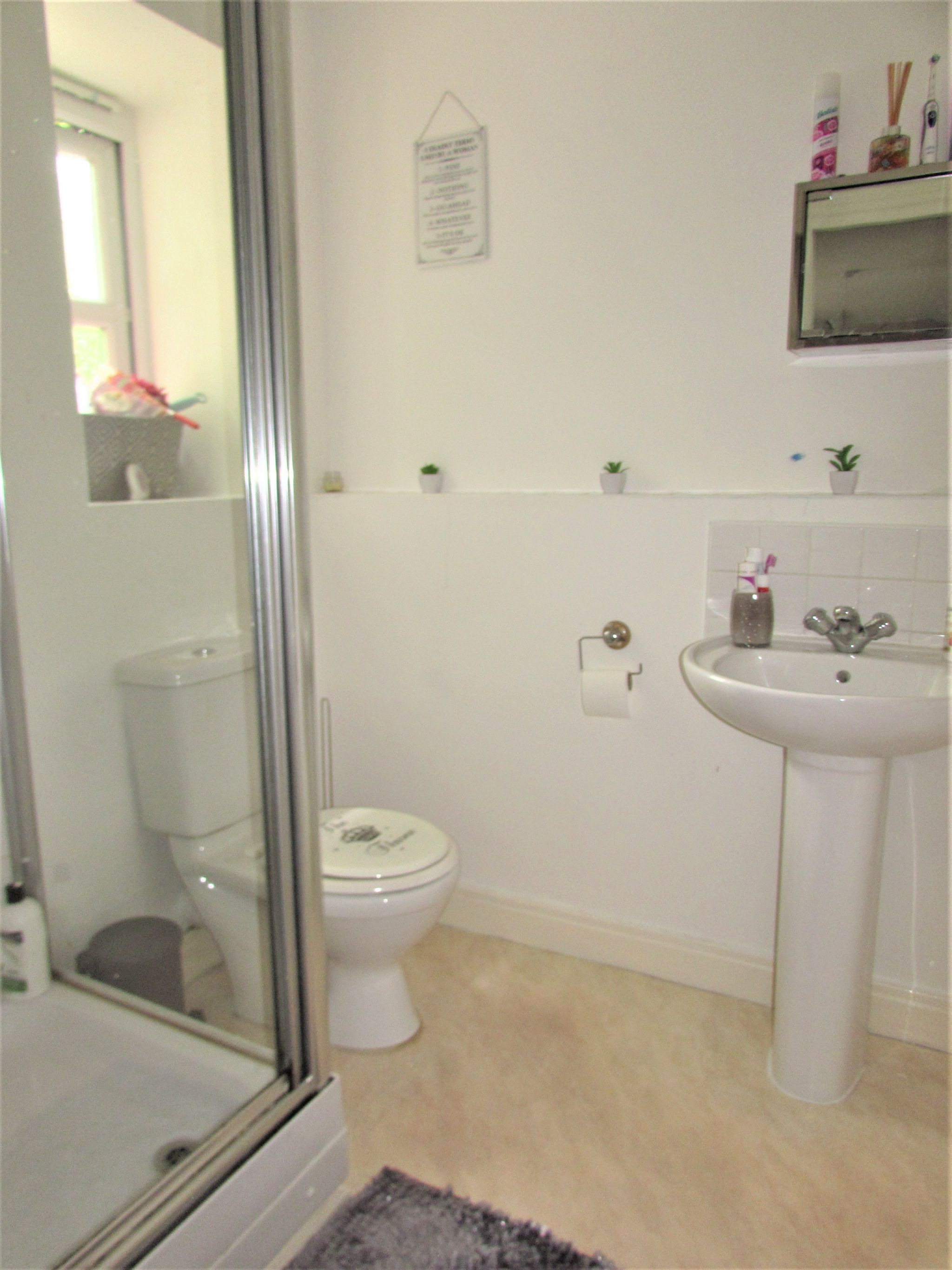 2 Bedroom Apartment Flat/apartment To Rent - Photograph 1