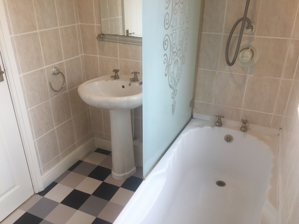 3 Bedroom Mid Terraced House For Sale - Image 11