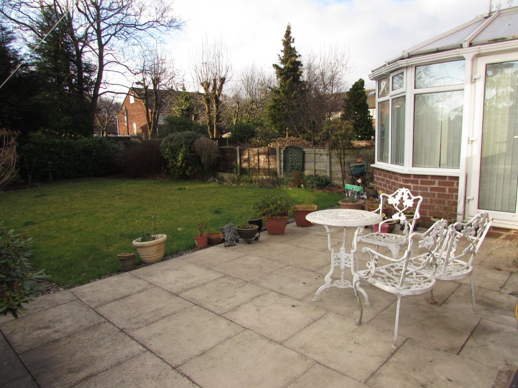 3 Bedroom Semi-detached House To Rent - Photograph 5