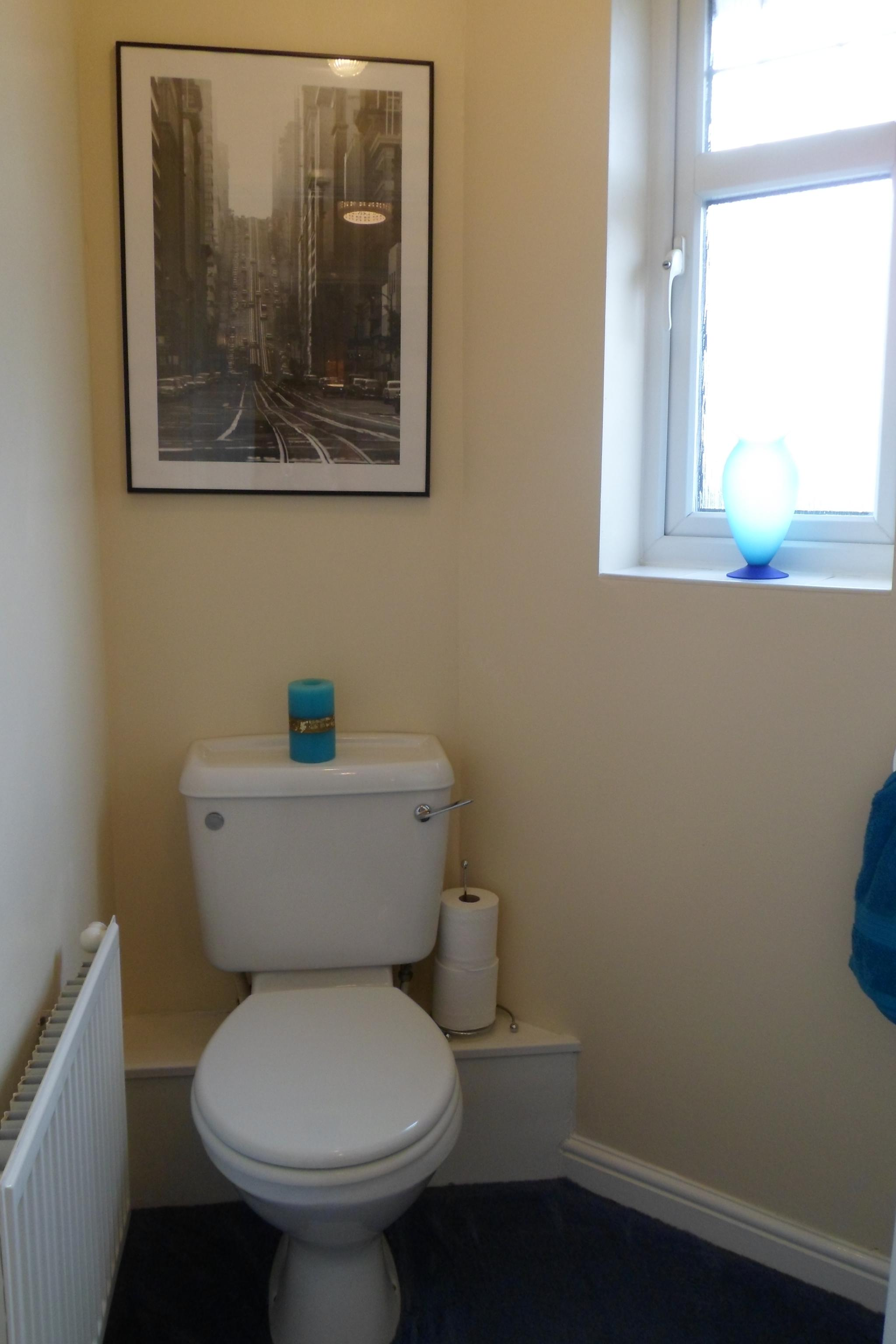 2 Bedroom Semi-detached House To Rent - Photograph 7