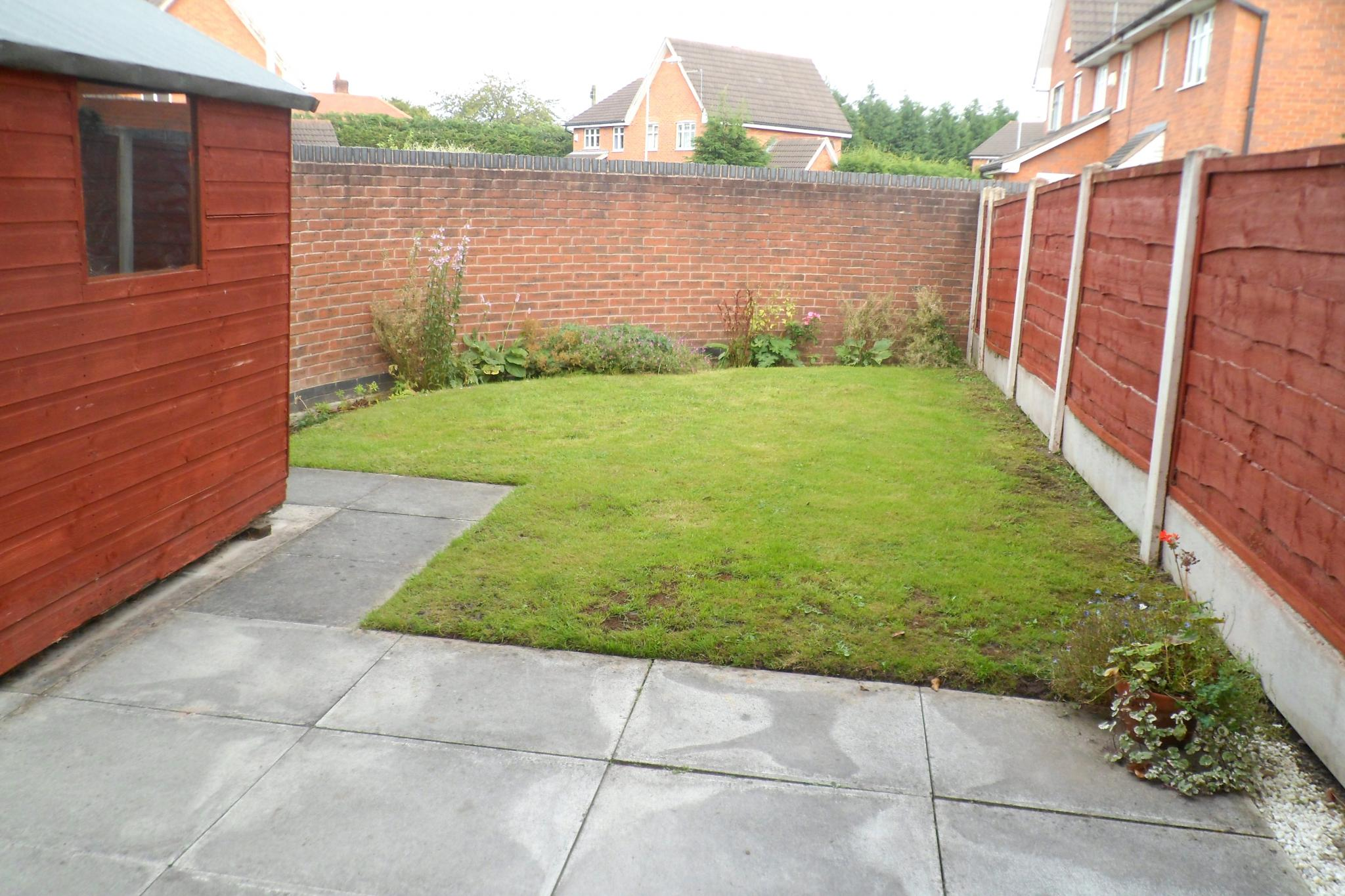 2 Bedroom Semi-detached House To Rent - Photograph 11