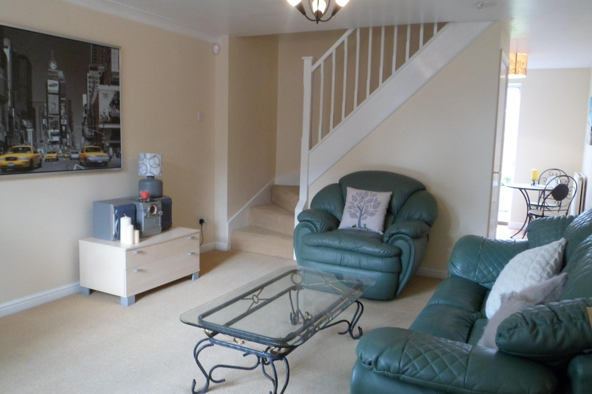 2 Bedroom Semi-detached House To Rent - Photograph 3