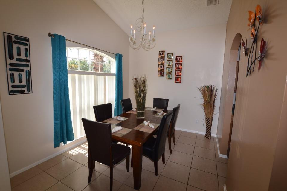 5 Bedroom Detached Villa House To Rent - 0
