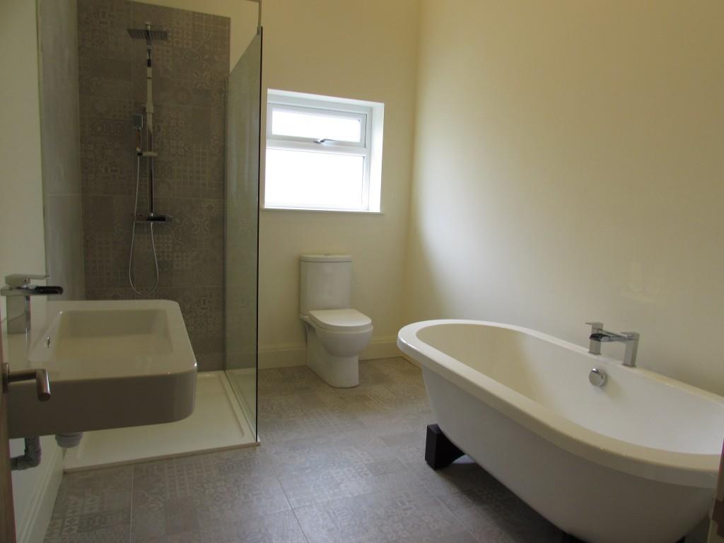 4 Bedroom Detached Bungalow Bungalow For Sale - Image 4