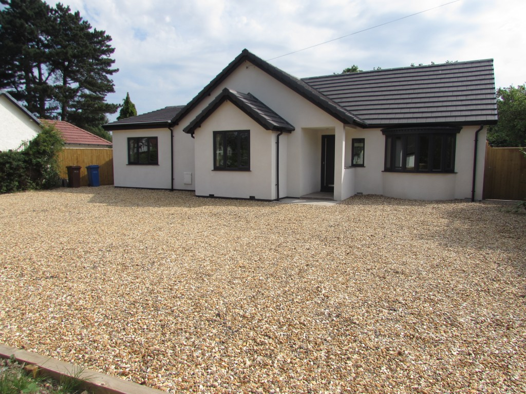 4 Bedroom Detached Bungalow Bungalow For Sale - Image 1