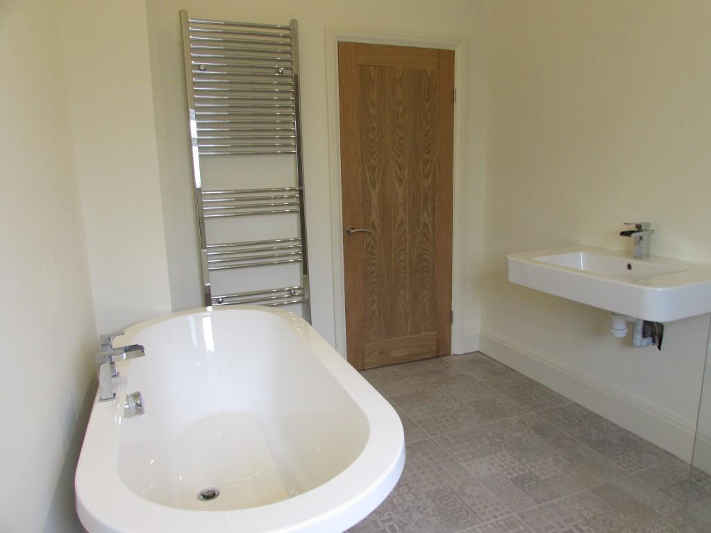 4 Bedroom Detached Bungalow Bungalow For Sale - Image 3