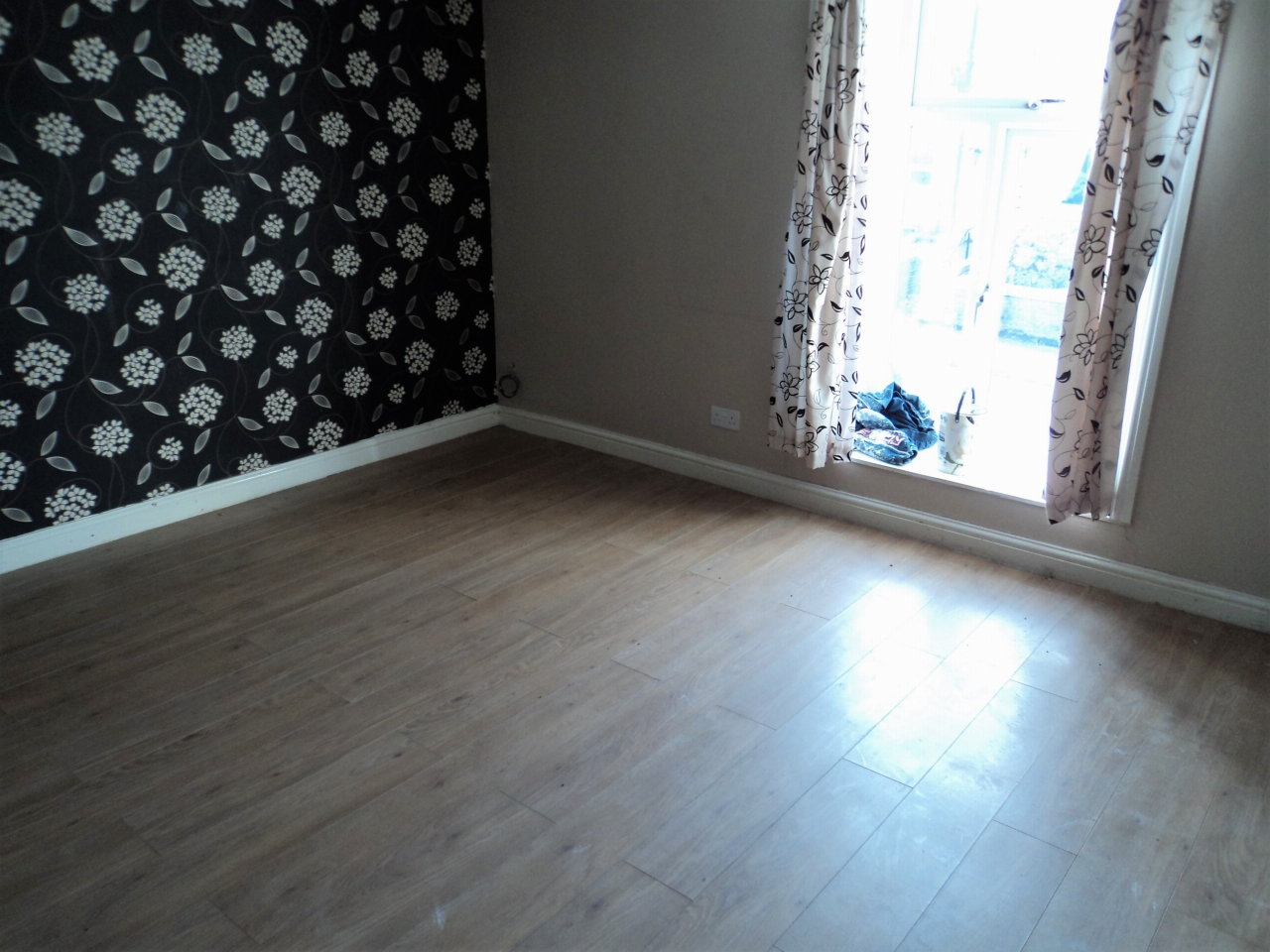 2 Bedroom Mid Terraced House For Sale - Image 8