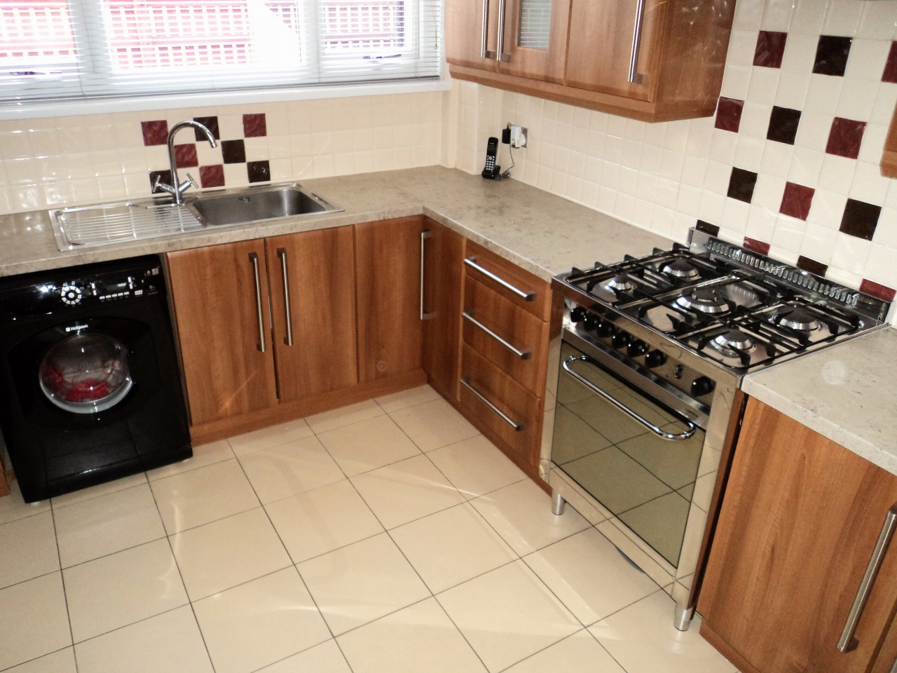 3 Bedroom Mid Terraced House For Sale - Image 10