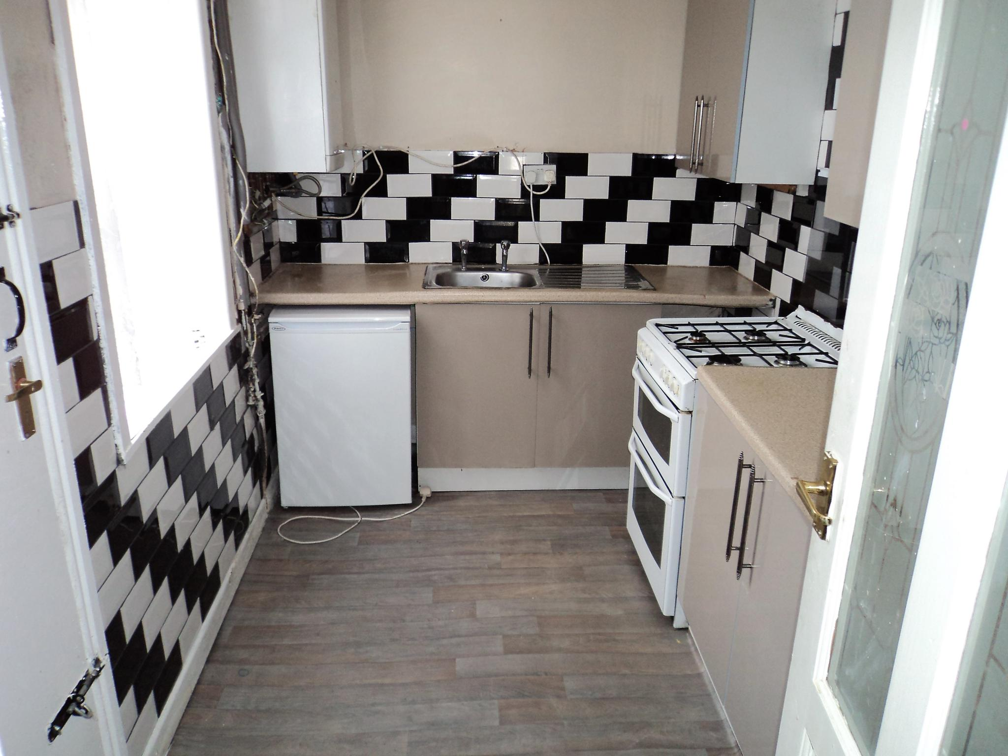 2 Bedroom Mid Terraced House To Rent - Photograph 8