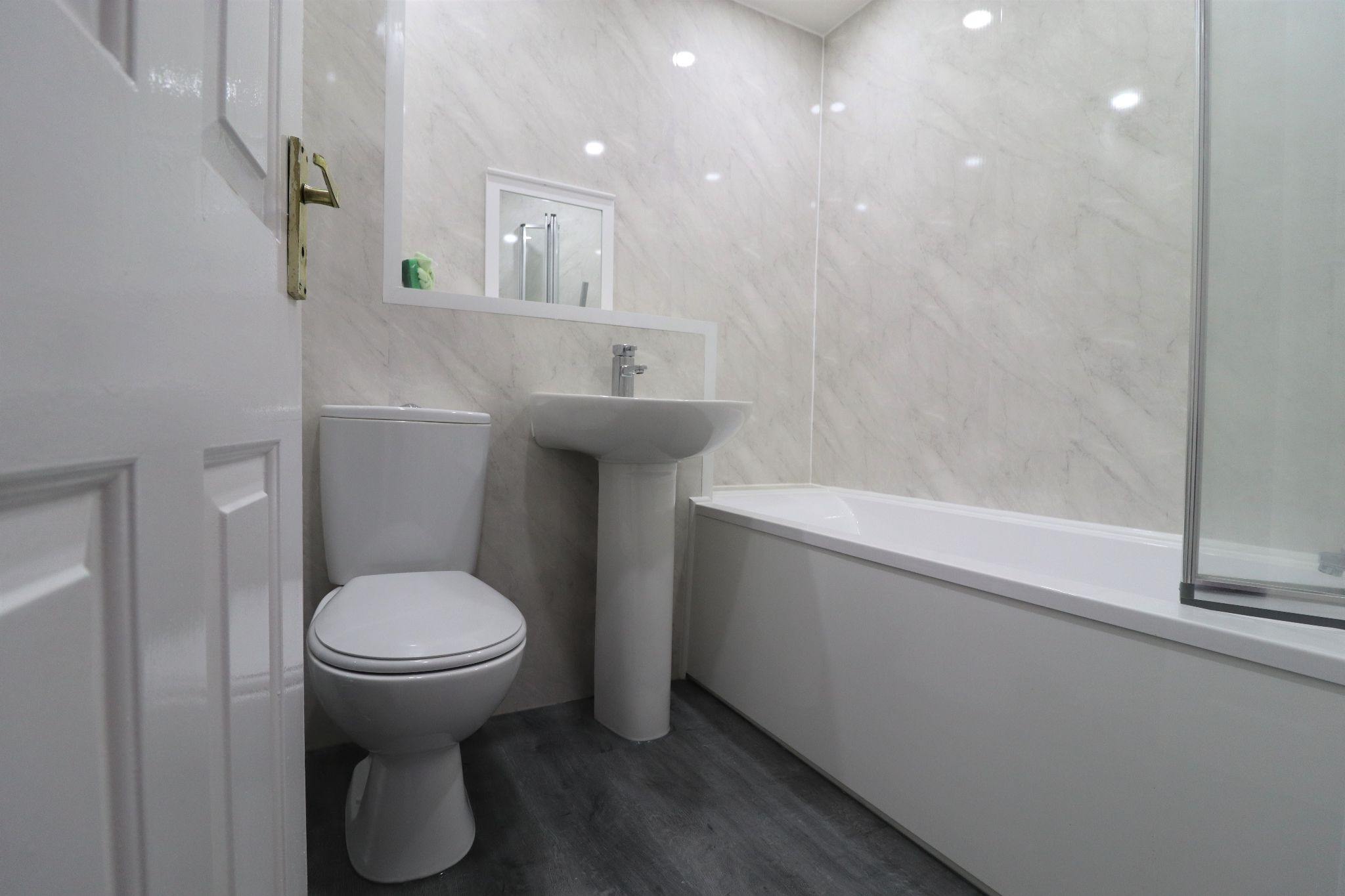 2 Bedroom Mid Terraced House To Rent - Photograph 11