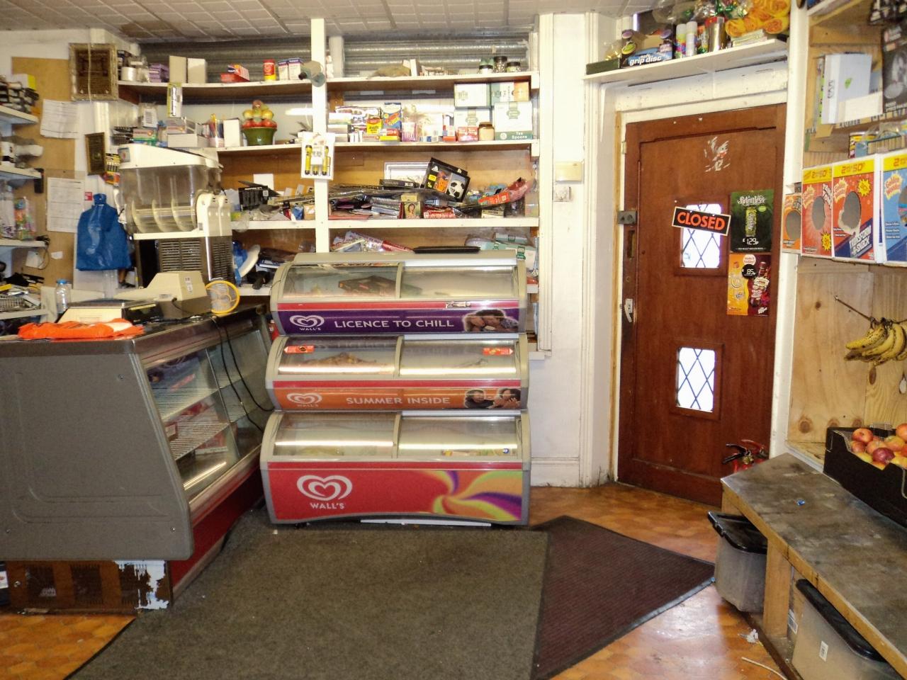 2 Bedroom Shop For Sale - Photograph 4