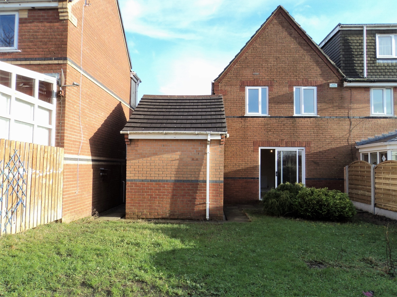 3 Bedroom House For Sale - Image 11