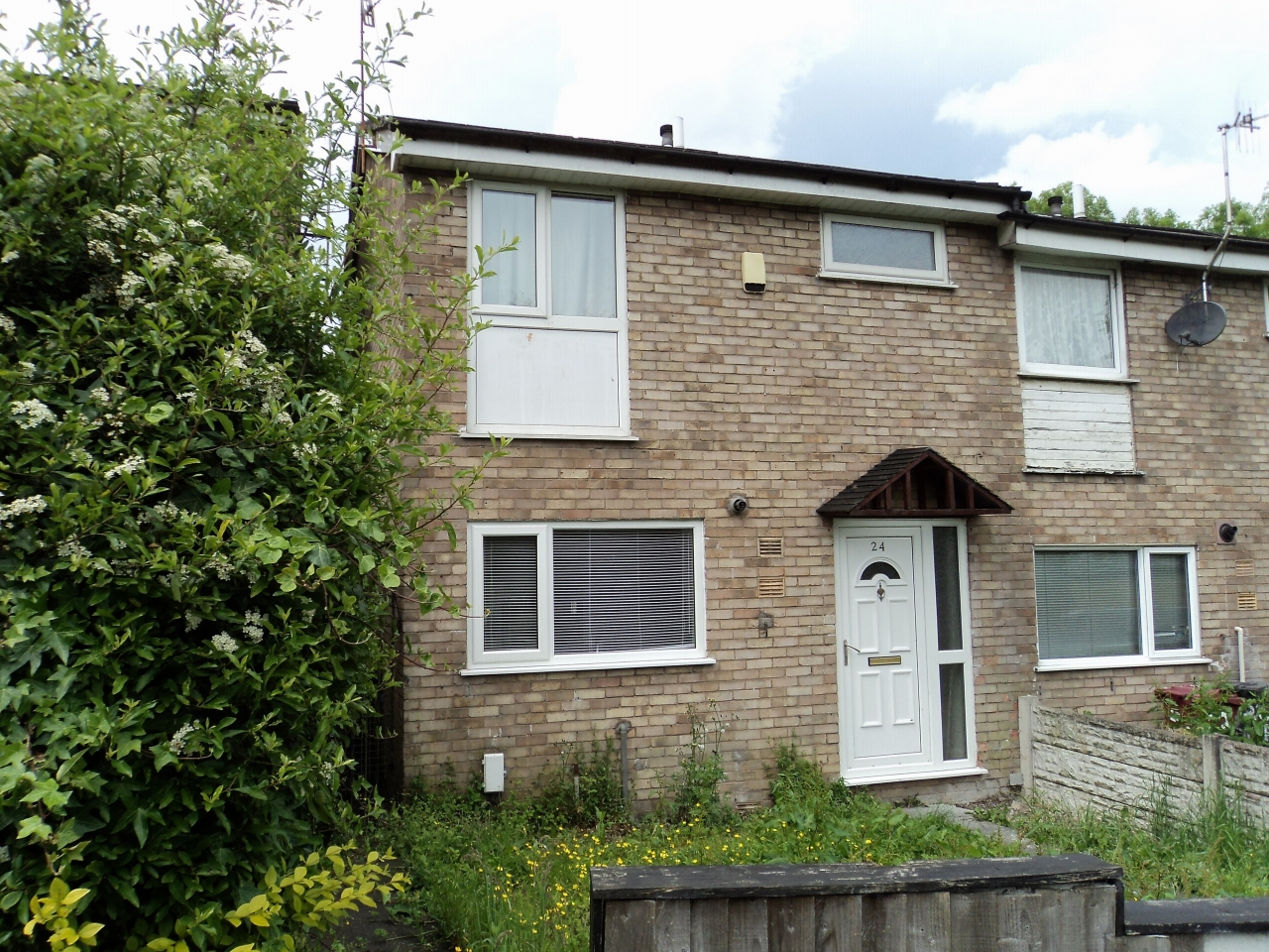 3 Bedroom End Terraced House For Sale - Image 2