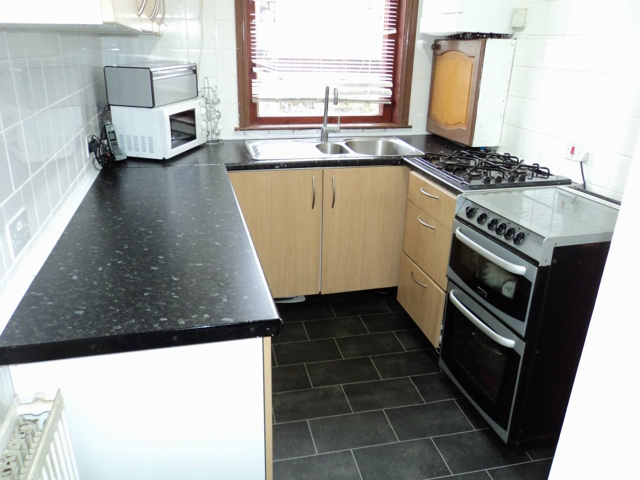 3 Bedroom Mid Terraced House For Sale - Image 1
