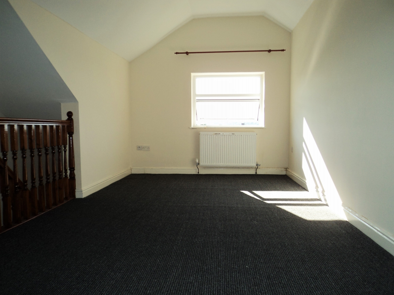 3 Bedroom End Terraced House To Rent - Photograph 10