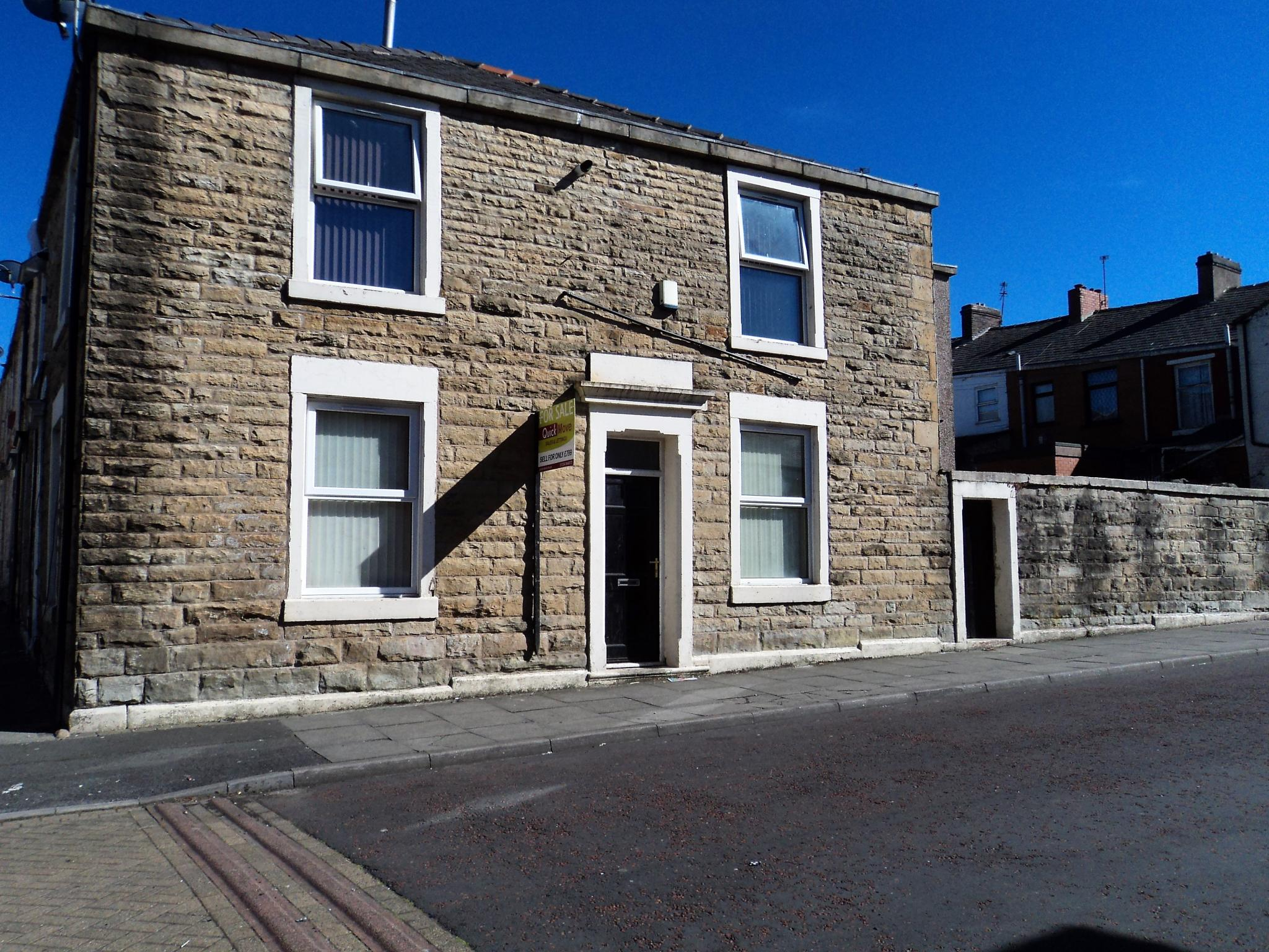 3 Bedroom Mid Terraced House To Rent - Photograph 1