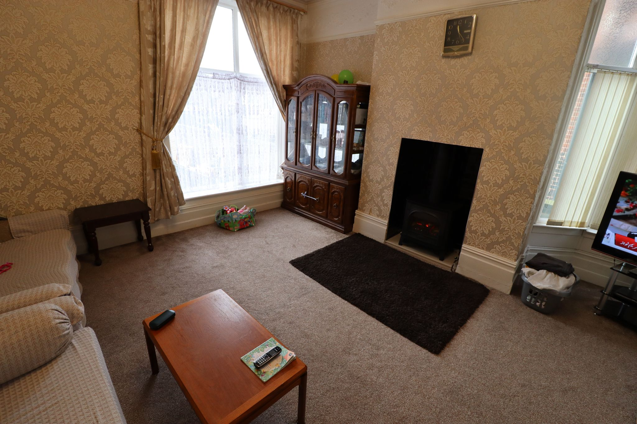 6 Bedroom Semi-detached House For Sale - Photograph 2