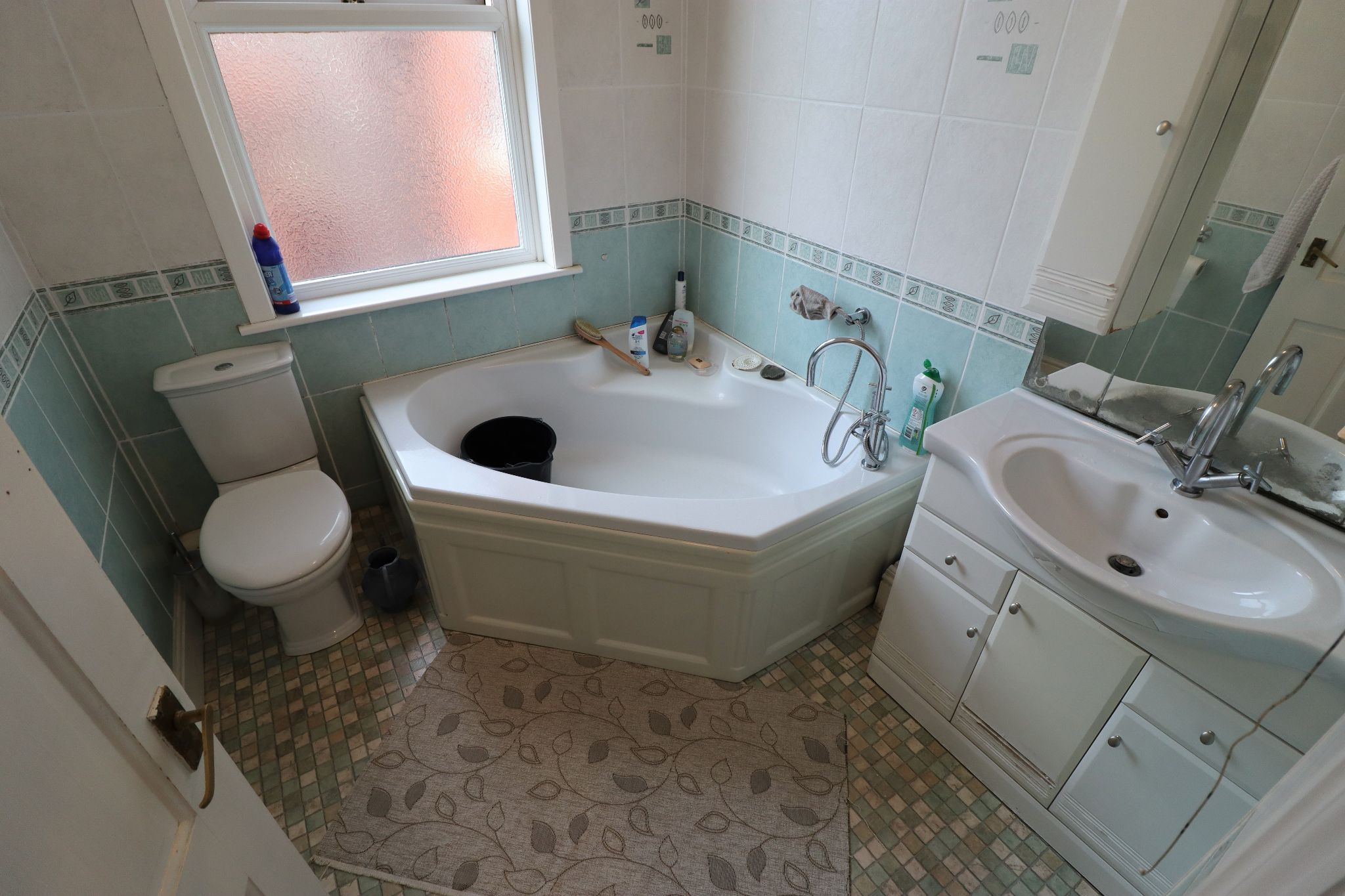 6 Bedroom Semi-detached House For Sale - Photograph 9