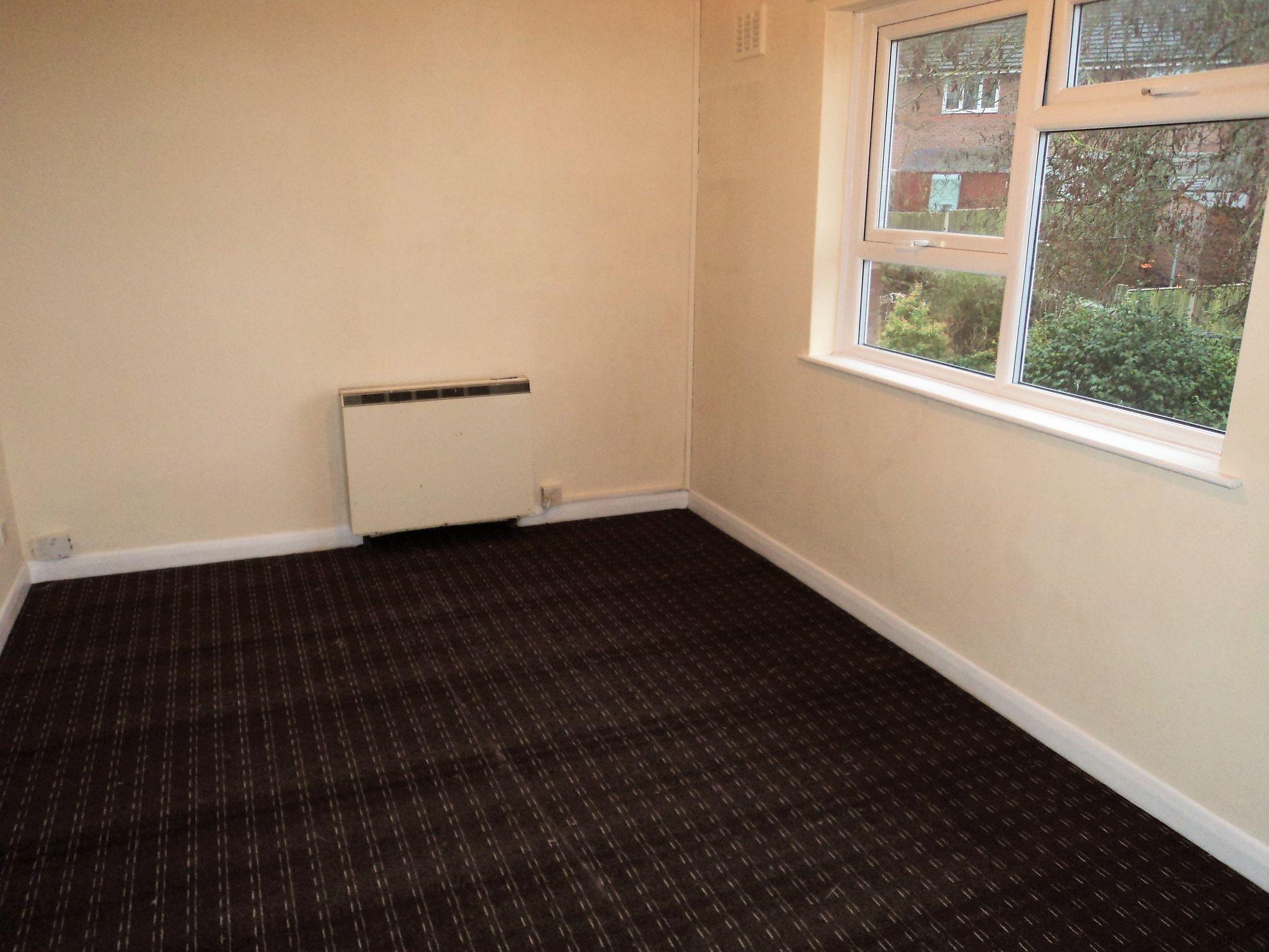 1 Bedroom Flat Flat/apartment To Rent - Photograph 3