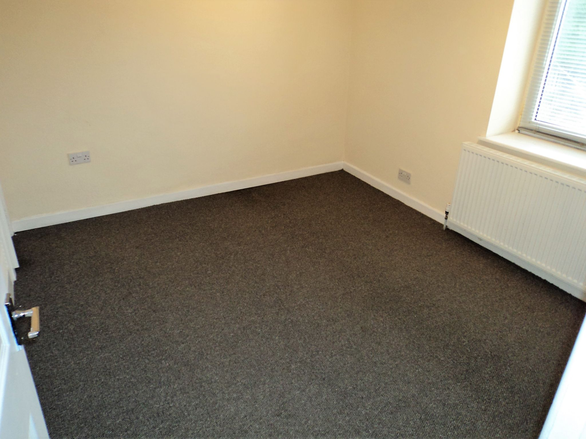2 Bedroom End Terraced House To Rent - Photograph 6