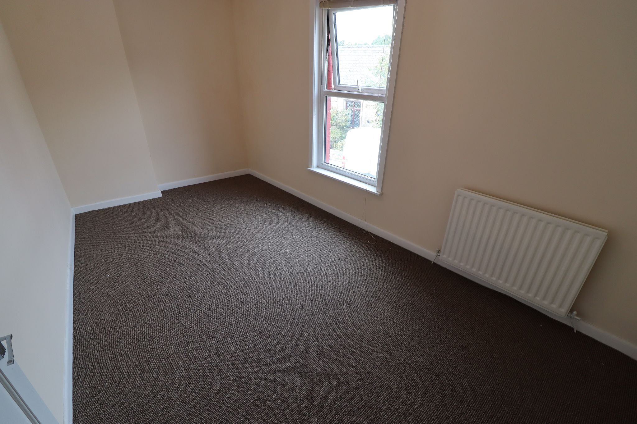 2 Bedroom Mid Terraced House To Rent - Photograph 5