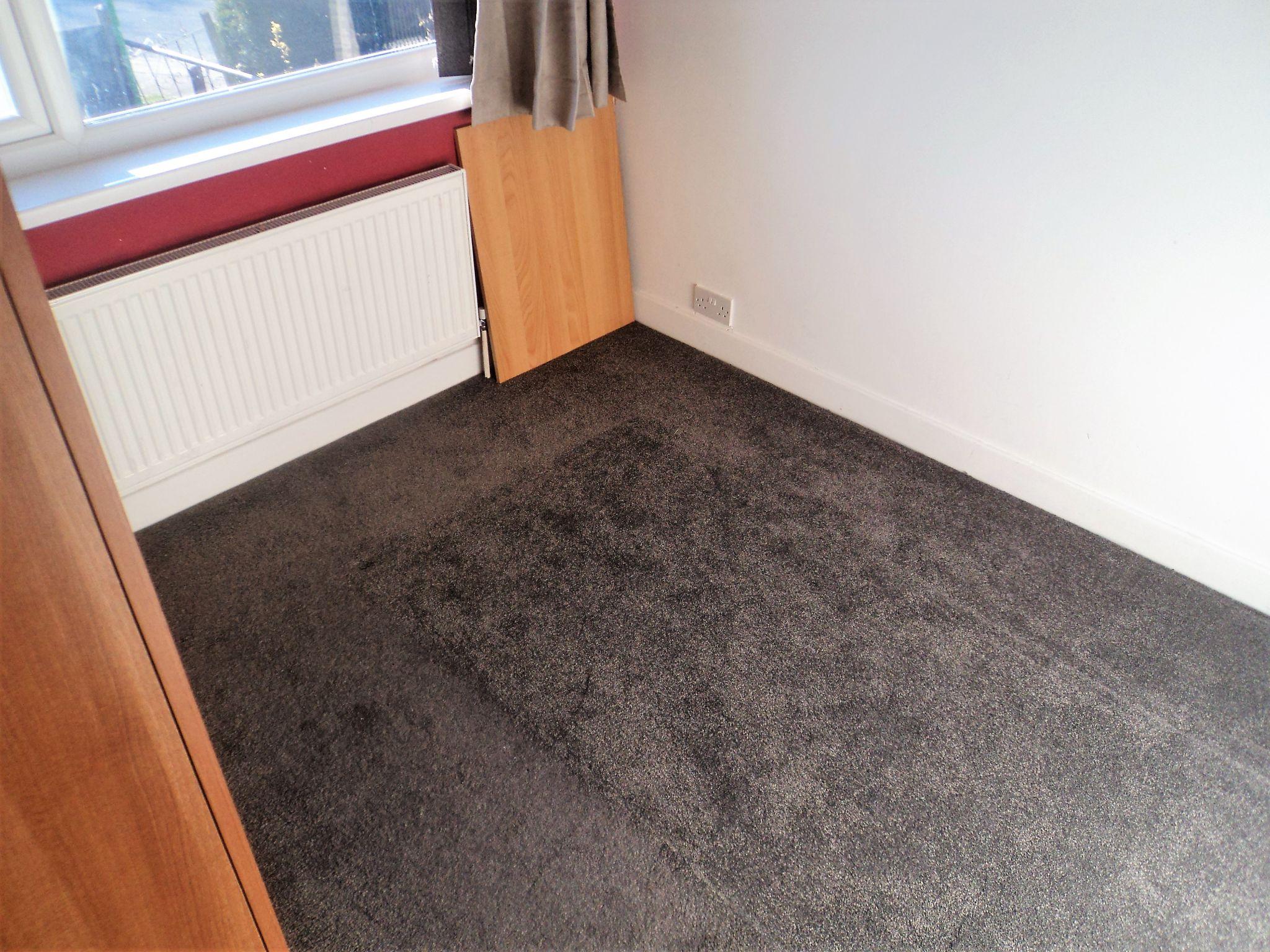 2 Bedroom Semi-detached Bungalow To Rent - Photograph 7