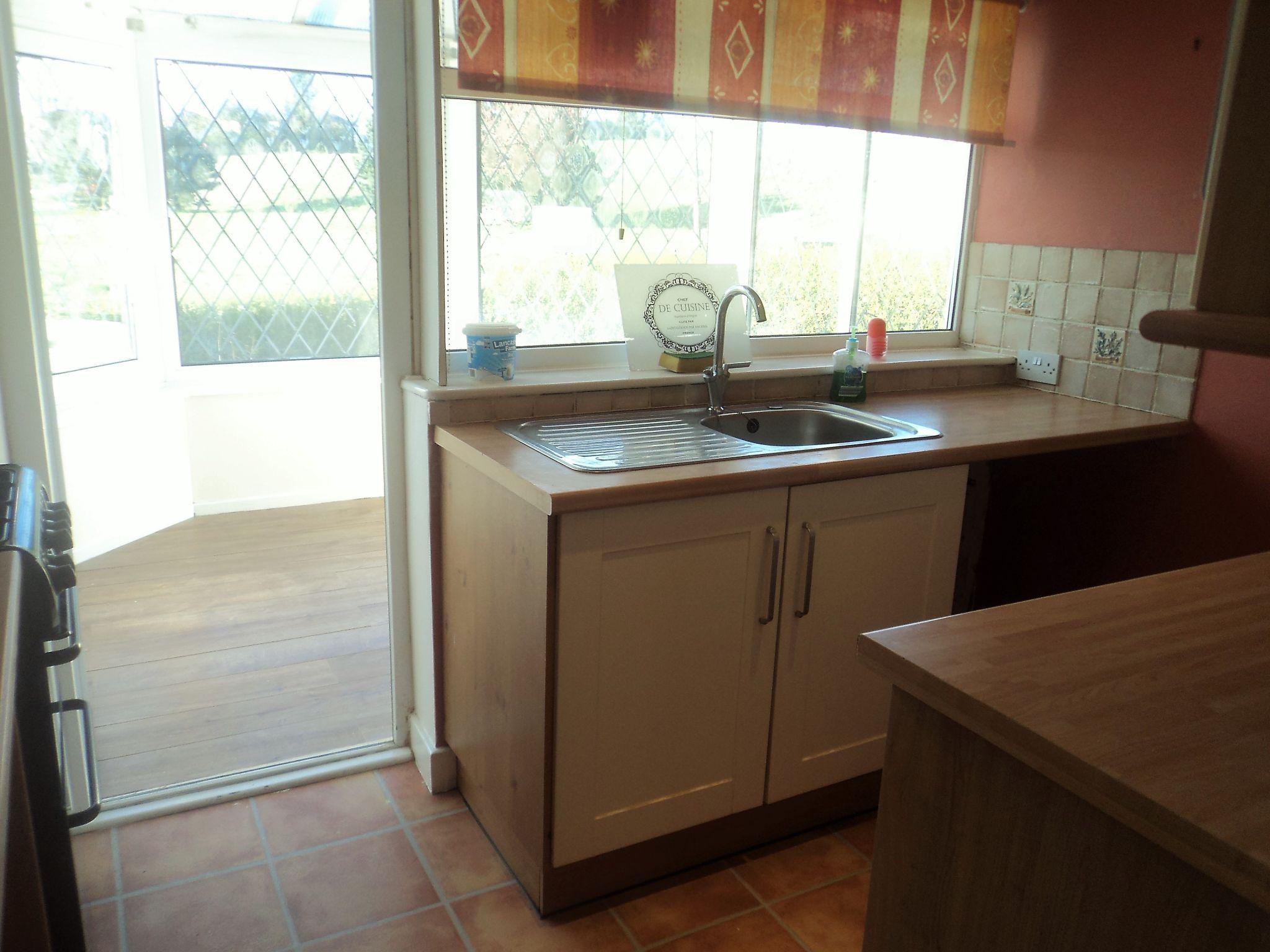 2 Bedroom Semi-detached Bungalow To Rent - Photograph 4